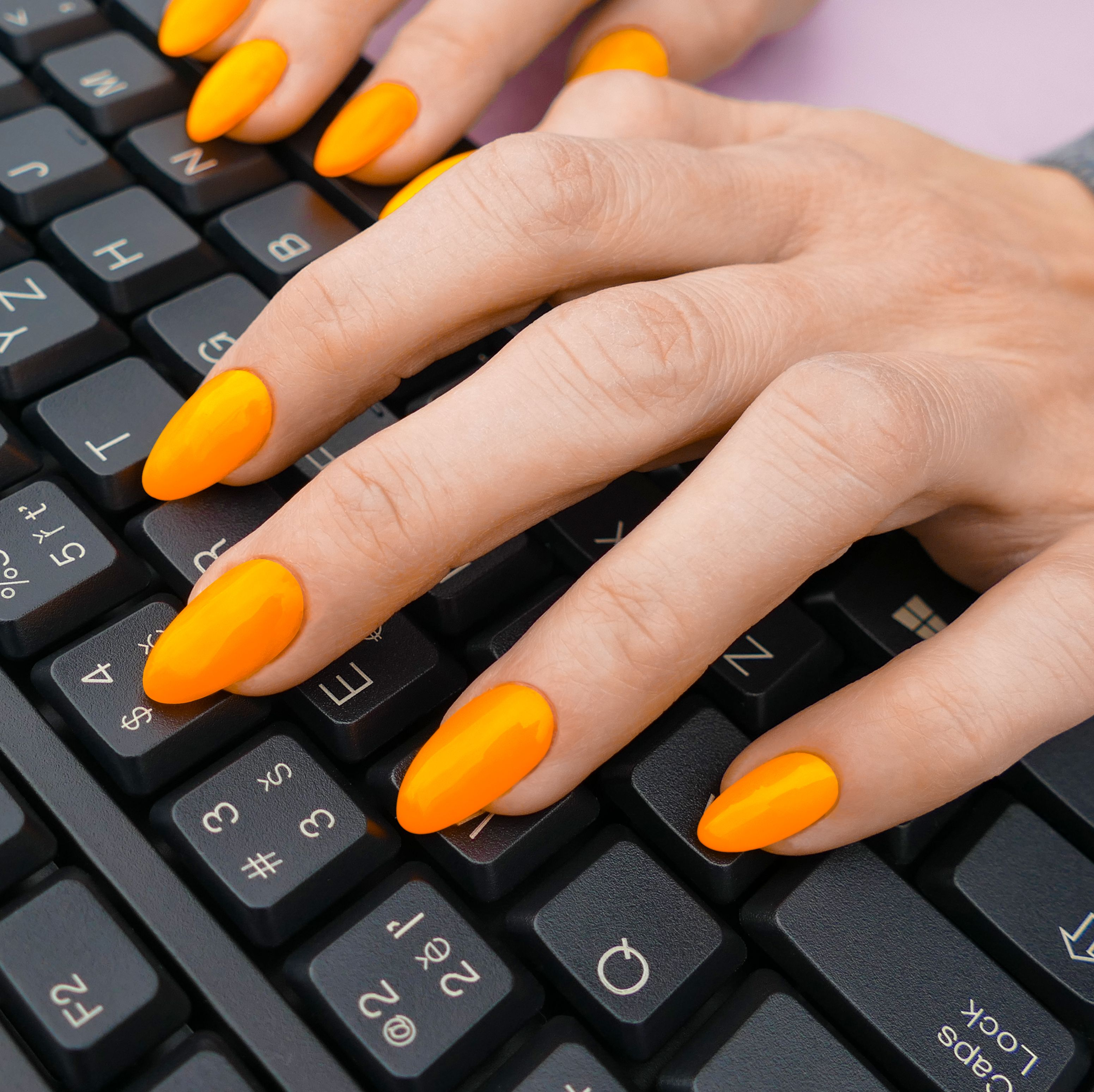 Neonove Barvy Jsou Idealni Volba Na Leto Jednoduse Je Treba Mit Nehty Oslnive Jako Slunecni Paprsky Napriklad Tento Odstin Gel Orange Nails Nails Hand Art