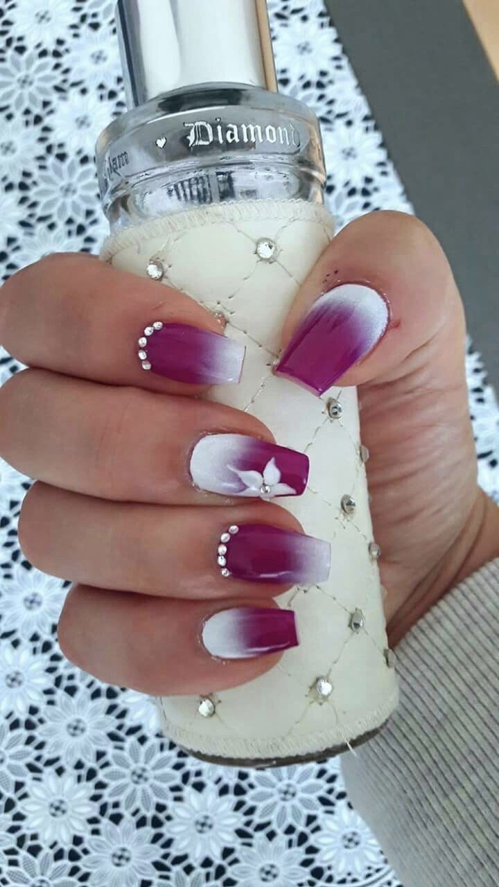 Pink White Ombre Nails With Rhinestones Fialove Nehty Gelove Nehty Ombre Nehty