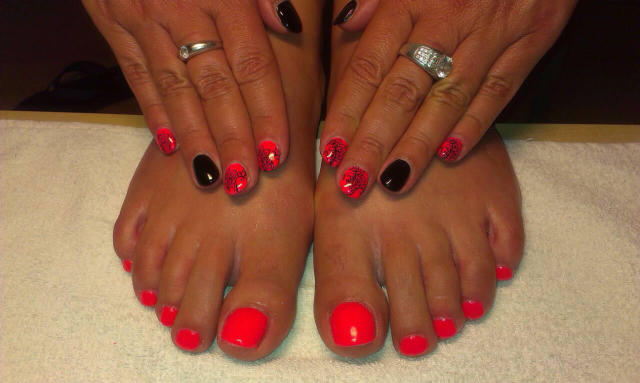 červené Nehty Na Nohou