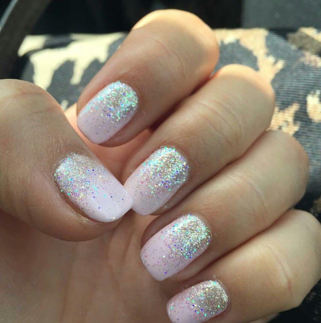 Winter Glow Shellac And Champagne Glitter Gelove Nehty Design Nehtu Nehty