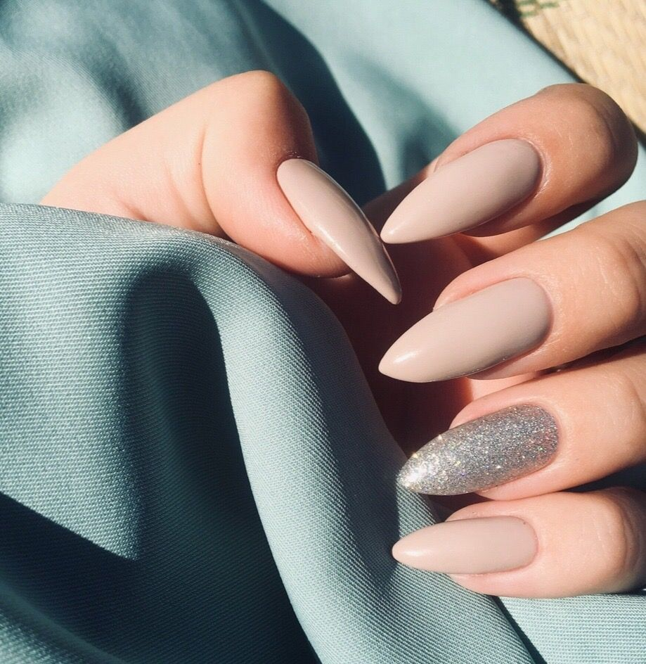 Matné šedé Nehty