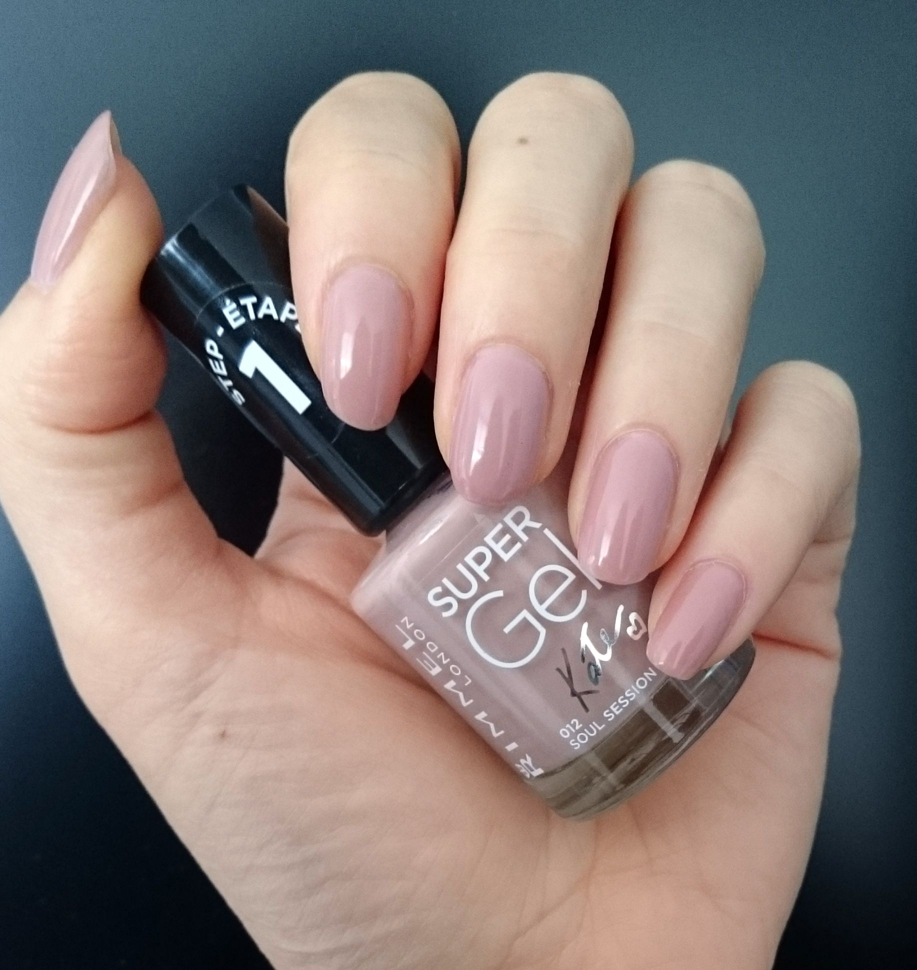 Rimmel Super Gel Nail Polish Soul Session 2 Coats Looks More Pink Or Beige Depending On The Light Rimmel Nail Polish Rimmel Nail Nail Polish