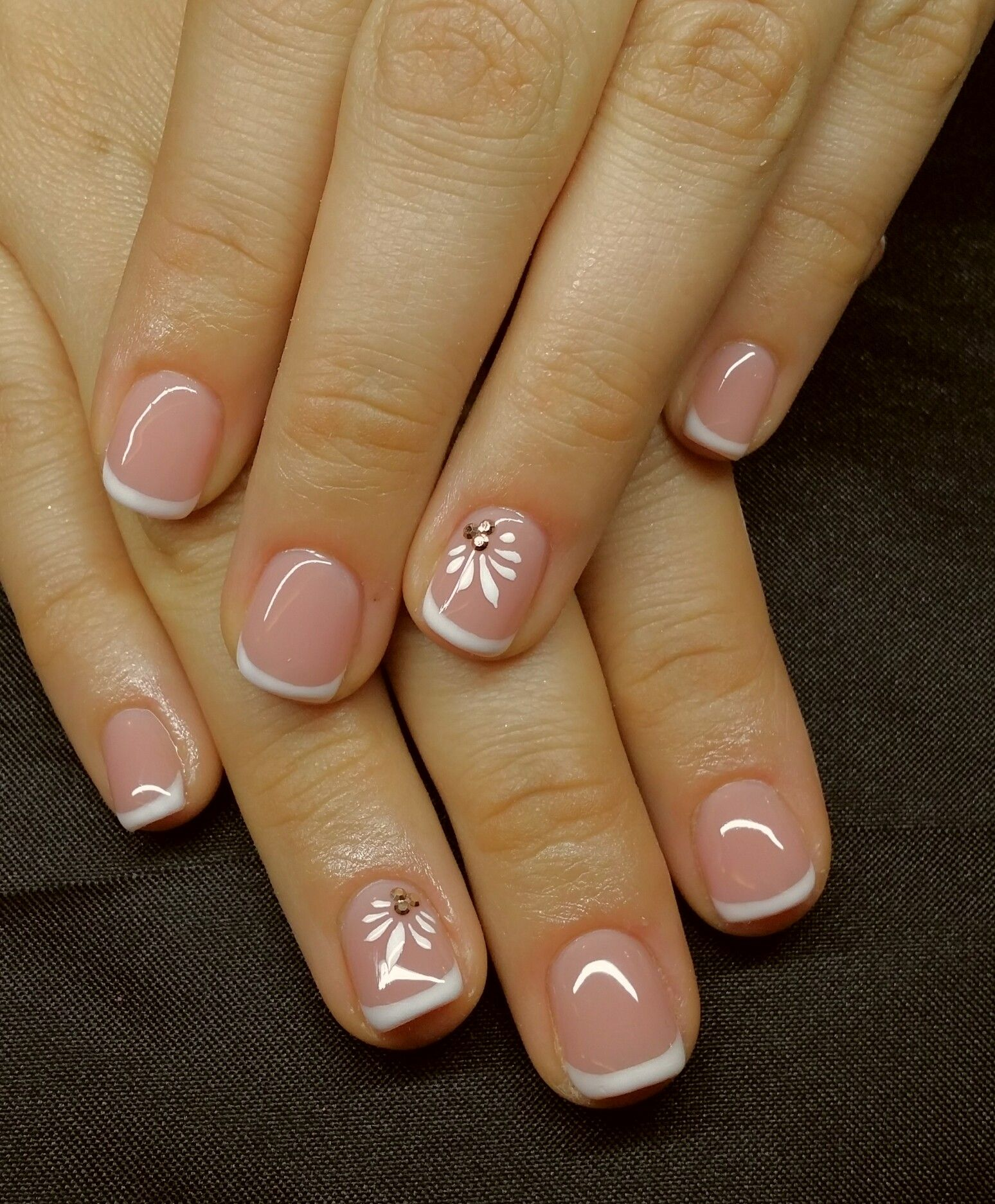 Keptalalat A Kovetkezore Francia Gellakk Sunflower Nails Sunflower Nail Art Spring Nails