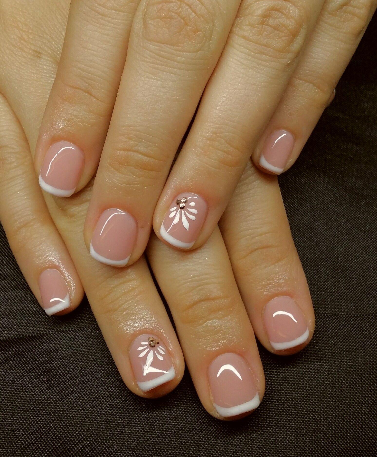 Keptalalat A Kovetkezore Francia Gellakk Sunflower Nails Sunflower Nail Art Spring Nails