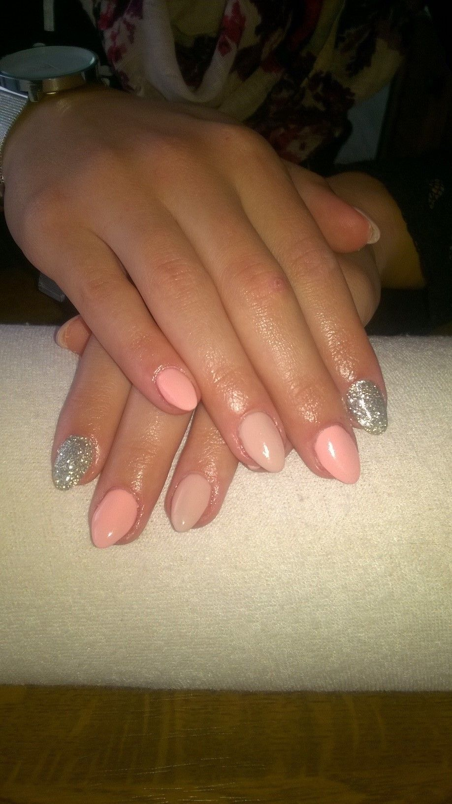 Salmon And Beige Gel And Silver Glitter Gelove Nehty A Nehty