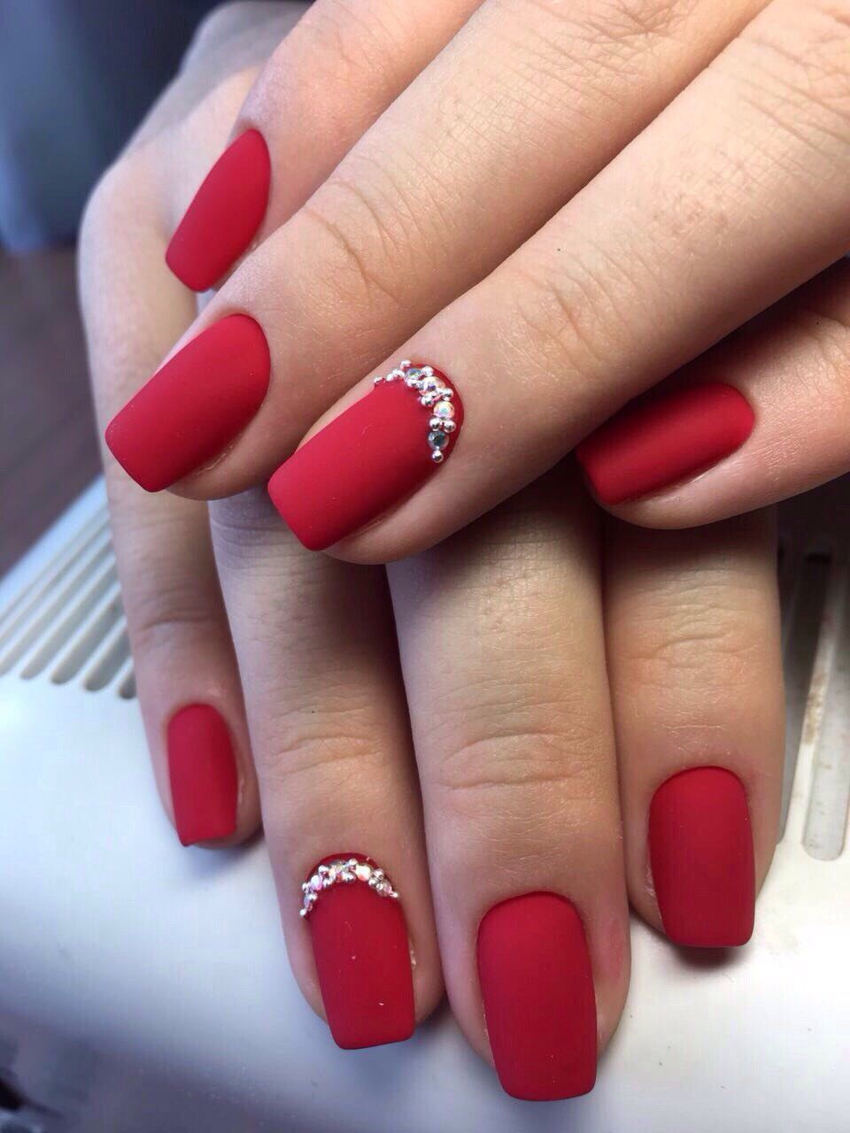 Pin By Renata On Y Red Gel Nails Christmas Nail Colors Simple Nails