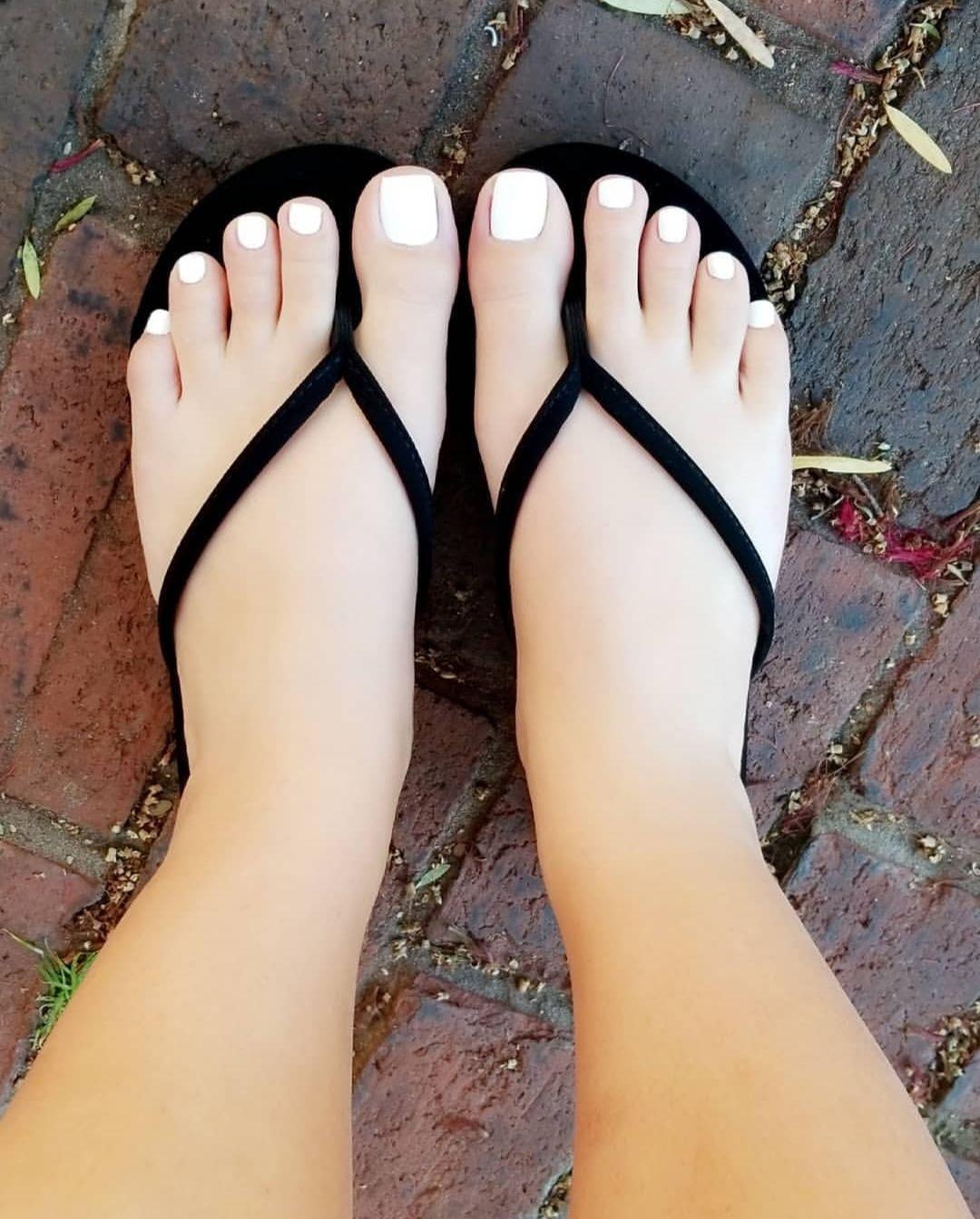 Girl S Feet Lover En 2020 Pies Hermosos De Mujer Dedos De Los Pies Pies De Mujer