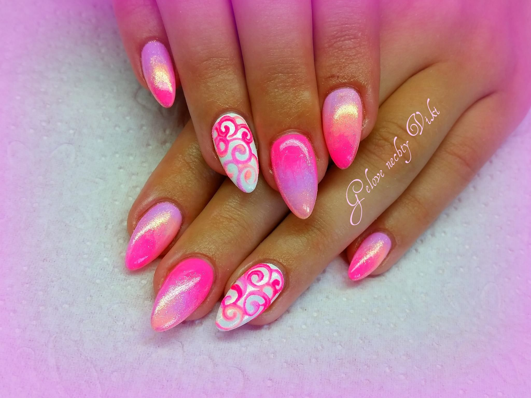 Gelove Nechty Viki Curved Nails Bling Nails Neon Nails
