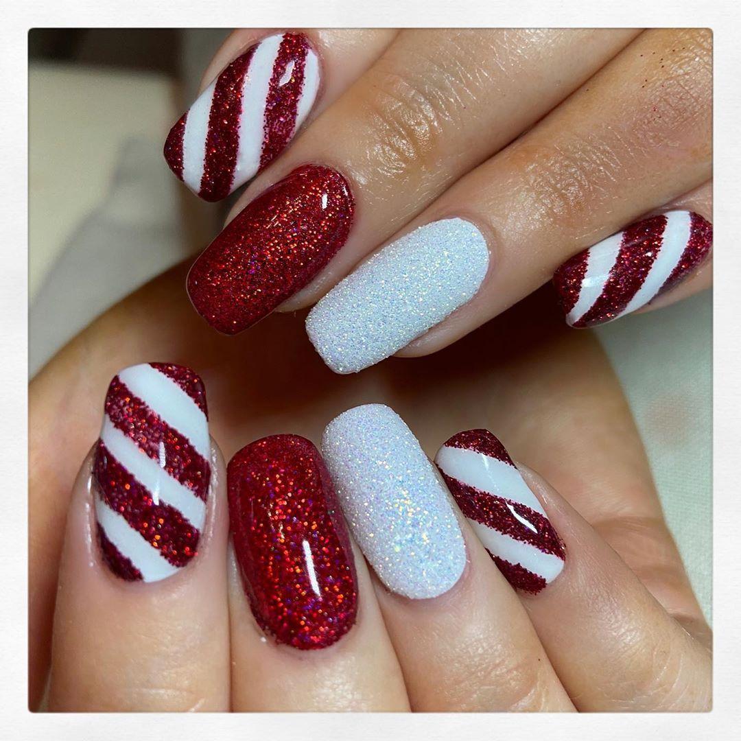 20 Christmas Nail Art Ideas That Will Get You In The Holiday Spirit Gelove Nehty Nehty Vanocni Nehty