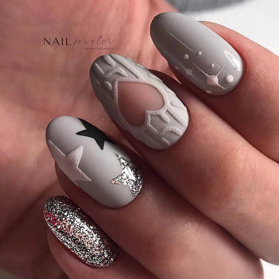 New Years Eve Nail Art Designs For Fun Holiday In 2020 Gelove Nehty Design Nehtu Nehty