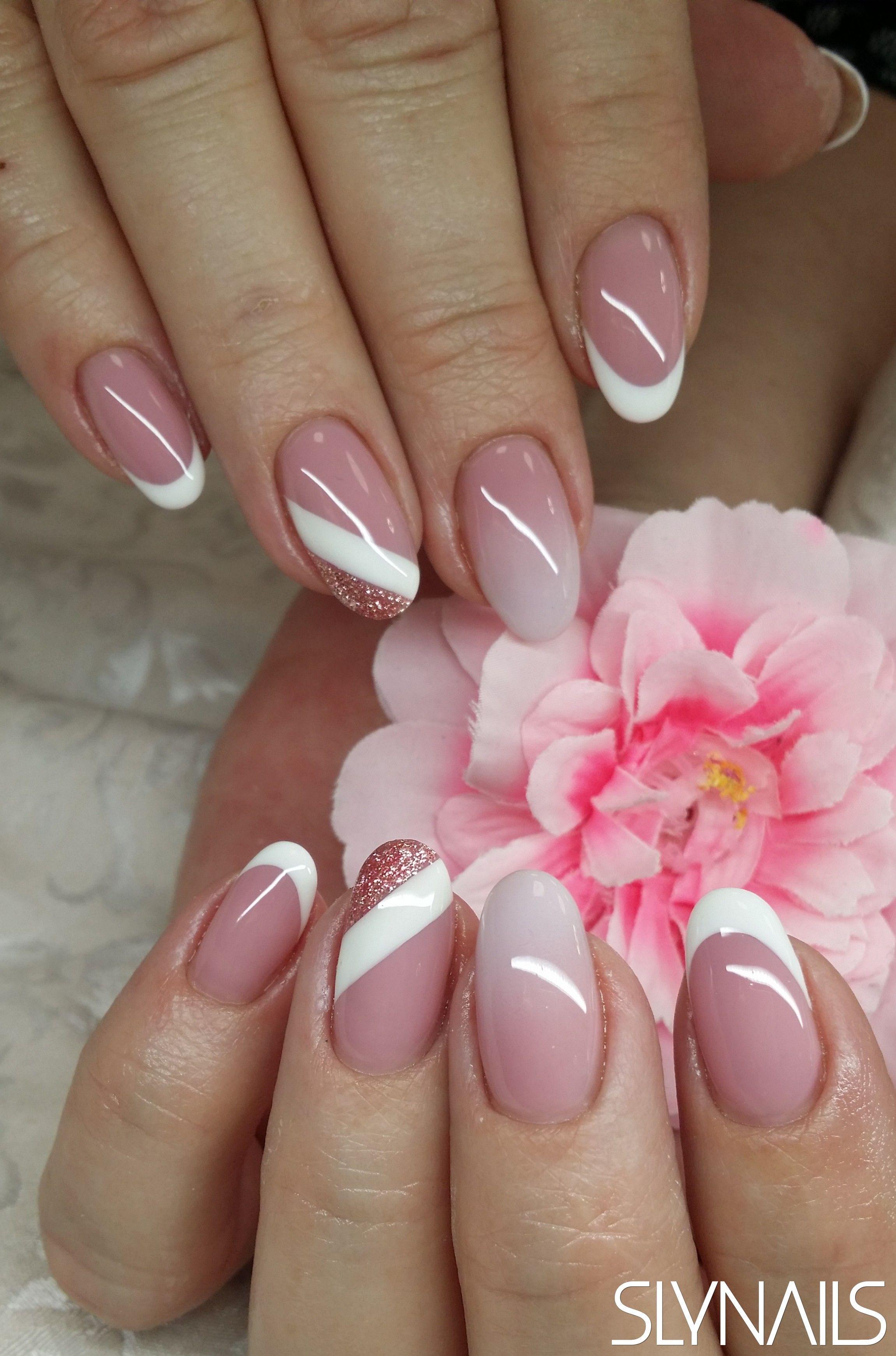 Mandula Babyboomer Zseles Diszites Francia Feher Zseles Mukorom Trendy Nail Art Nail Art Wedding New Nail Art Design