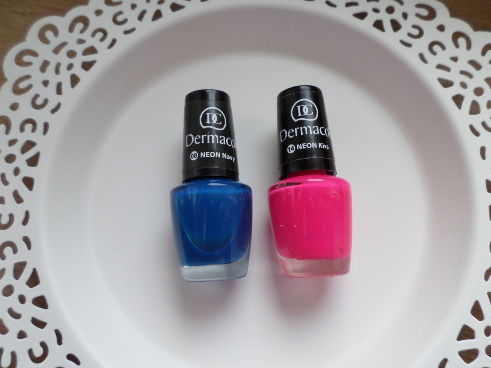 Life By Peggie Nails Neon Navy Or Neon Kiss
