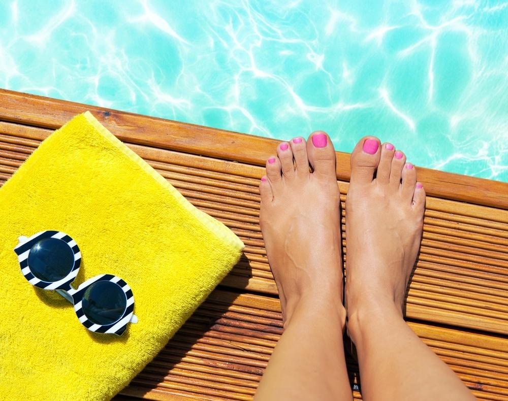 Trendy V Pedikure Pro Letosni Leto Ukazte Sve Nohy V Sandalkach A Prekvapte Stylove Upravenymi Nehty Jenzeny Cz