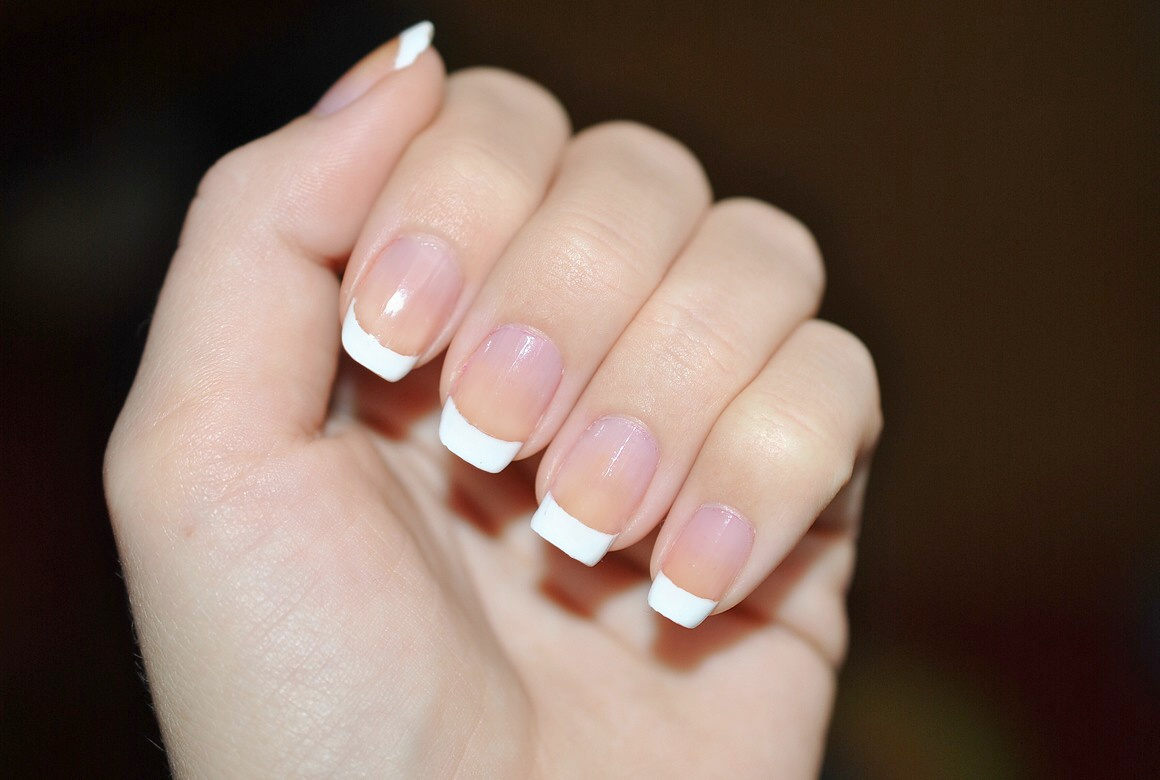 Claire Style French Manicure