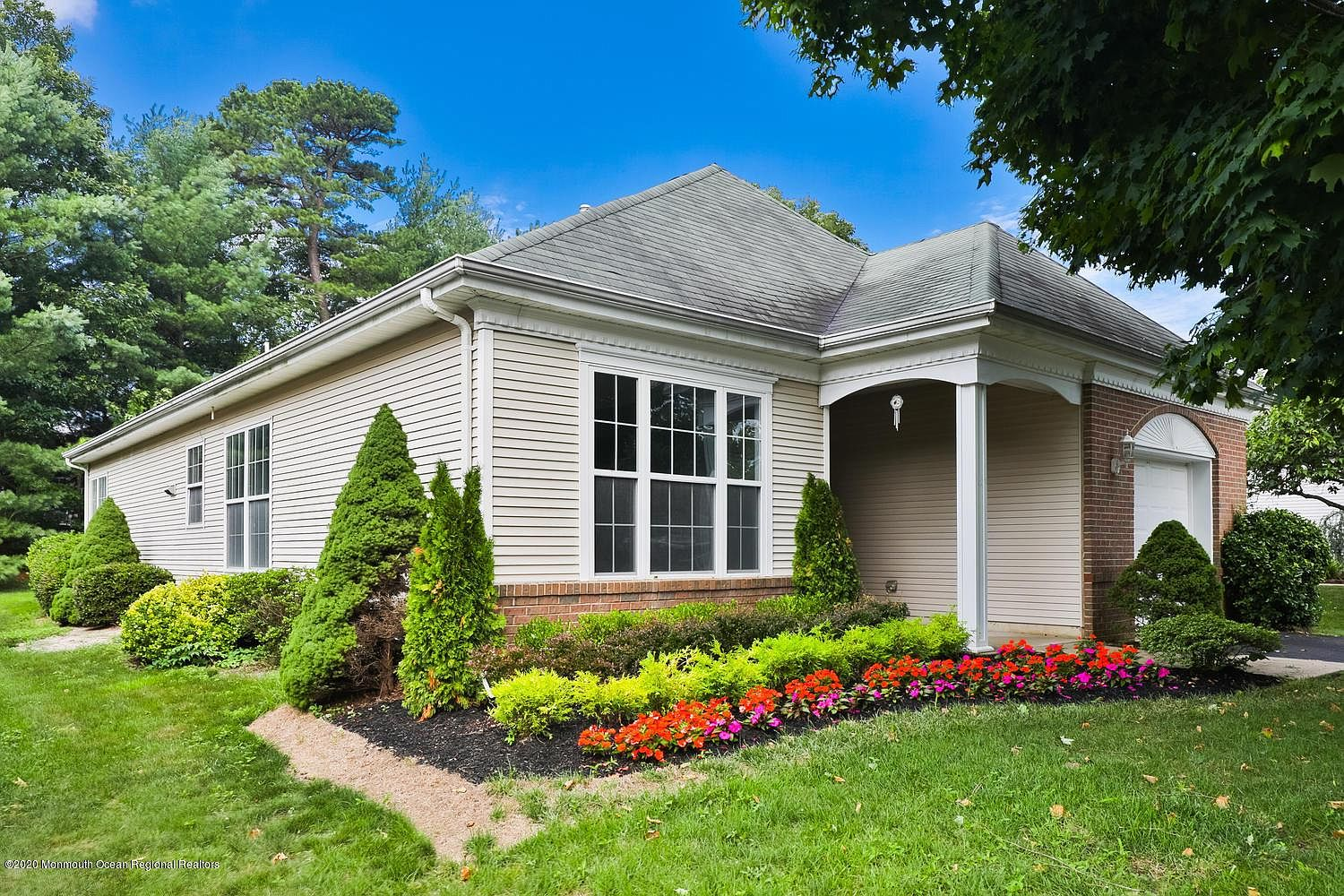4 Spring Valley Dr Lakewood Nj 08701 Zillow