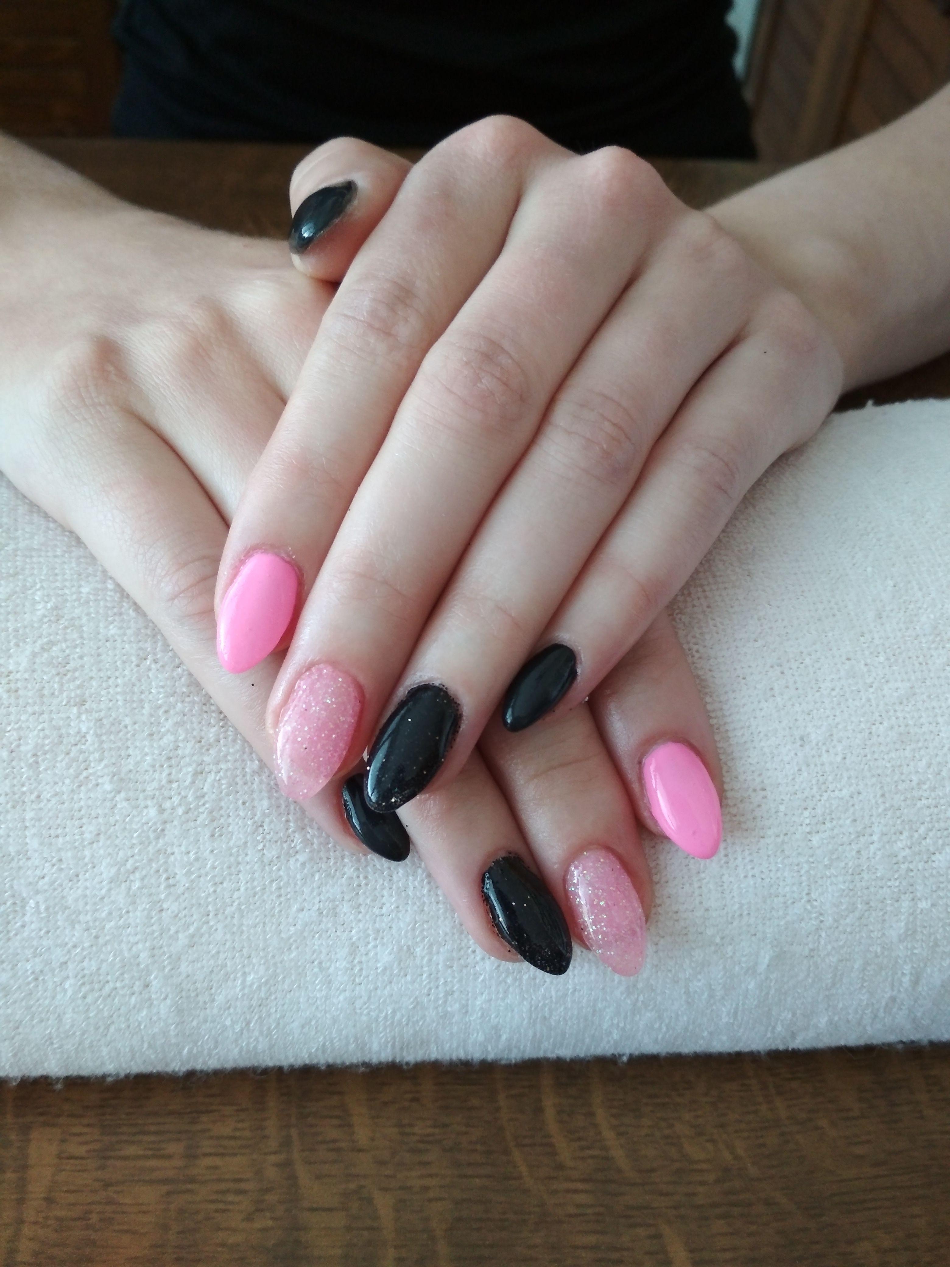 Pink Gel And Glitter Black Gel Gelove Nehty Nehty