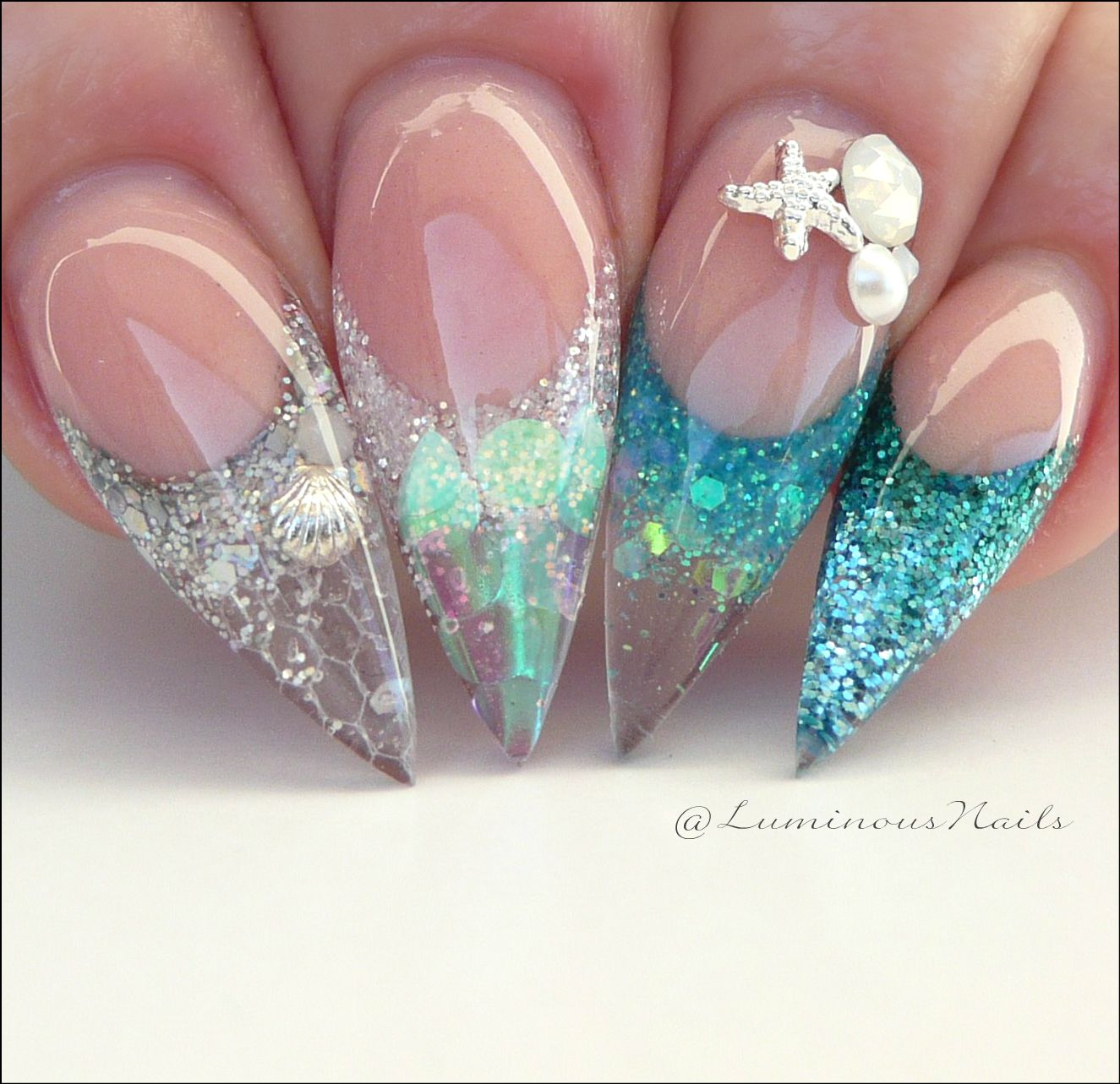 Ocean Nails With A Bit Of Glitter And Some Sea Shells Perfect Foe The Summer Akrylove Nehty Nehty