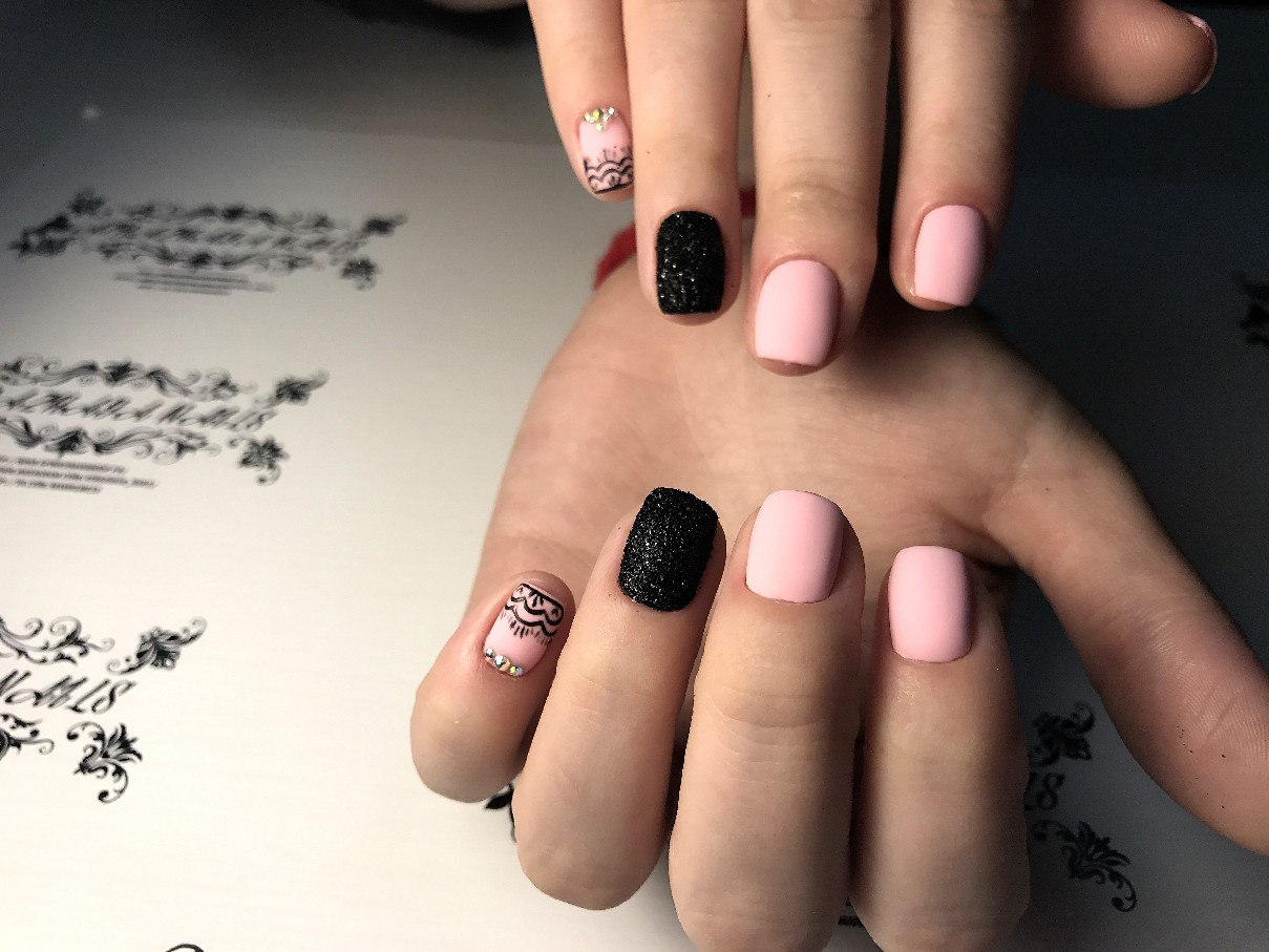 Black And Pink Manicure Vivid Examples Of Beautiful Nail Art Confetissimo Women S Blog