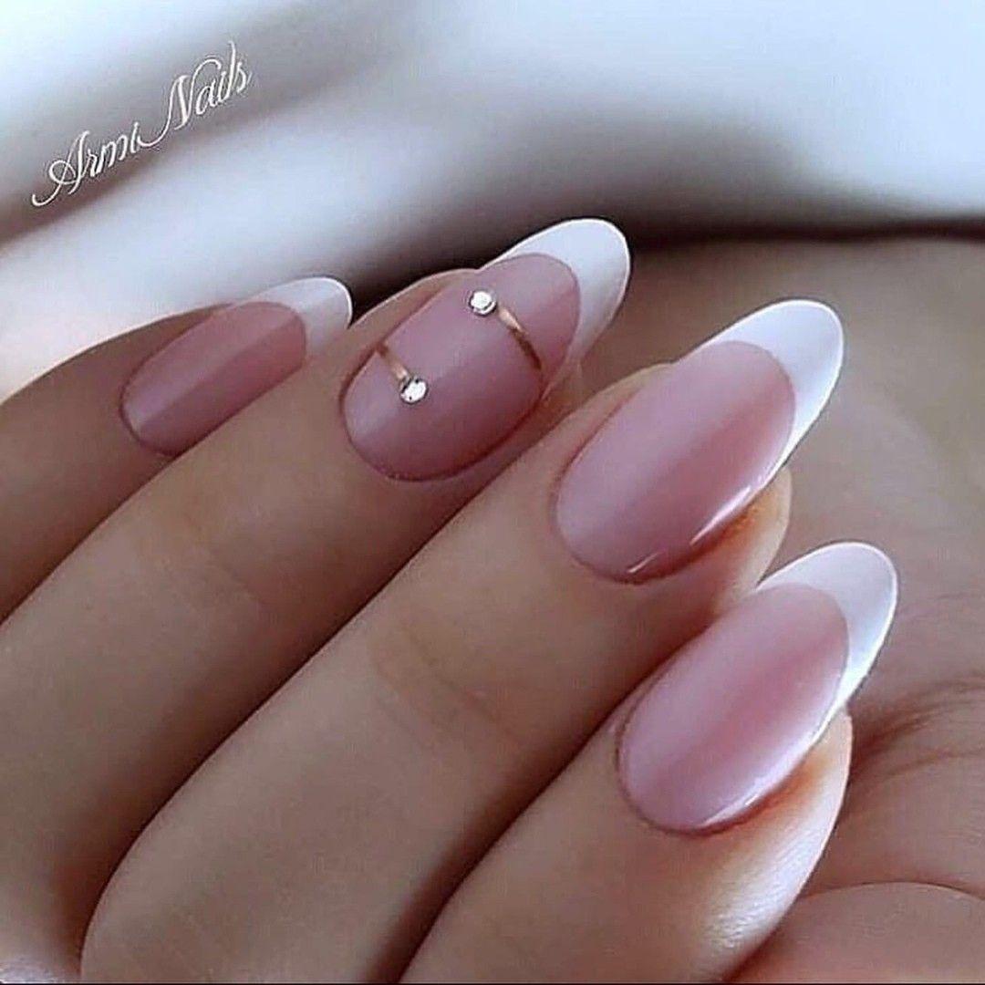 Pin By Pavlina Rosakova On Dizajn Nogtej In 2020 Glamour Nails Stylish Nails Manicure
