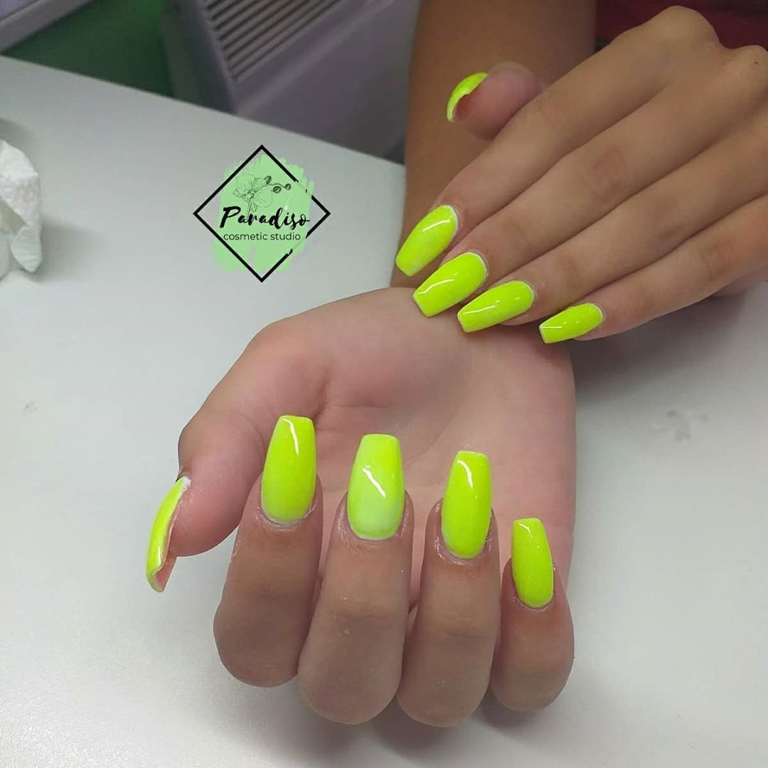 Nails Iznenadite Bojama Zakazite Svoj Termin Vas Paradiso Nails Nokti Gellak Nailcosmetic Noktisrbija In 2020 Nails Pins Convenience Store Products