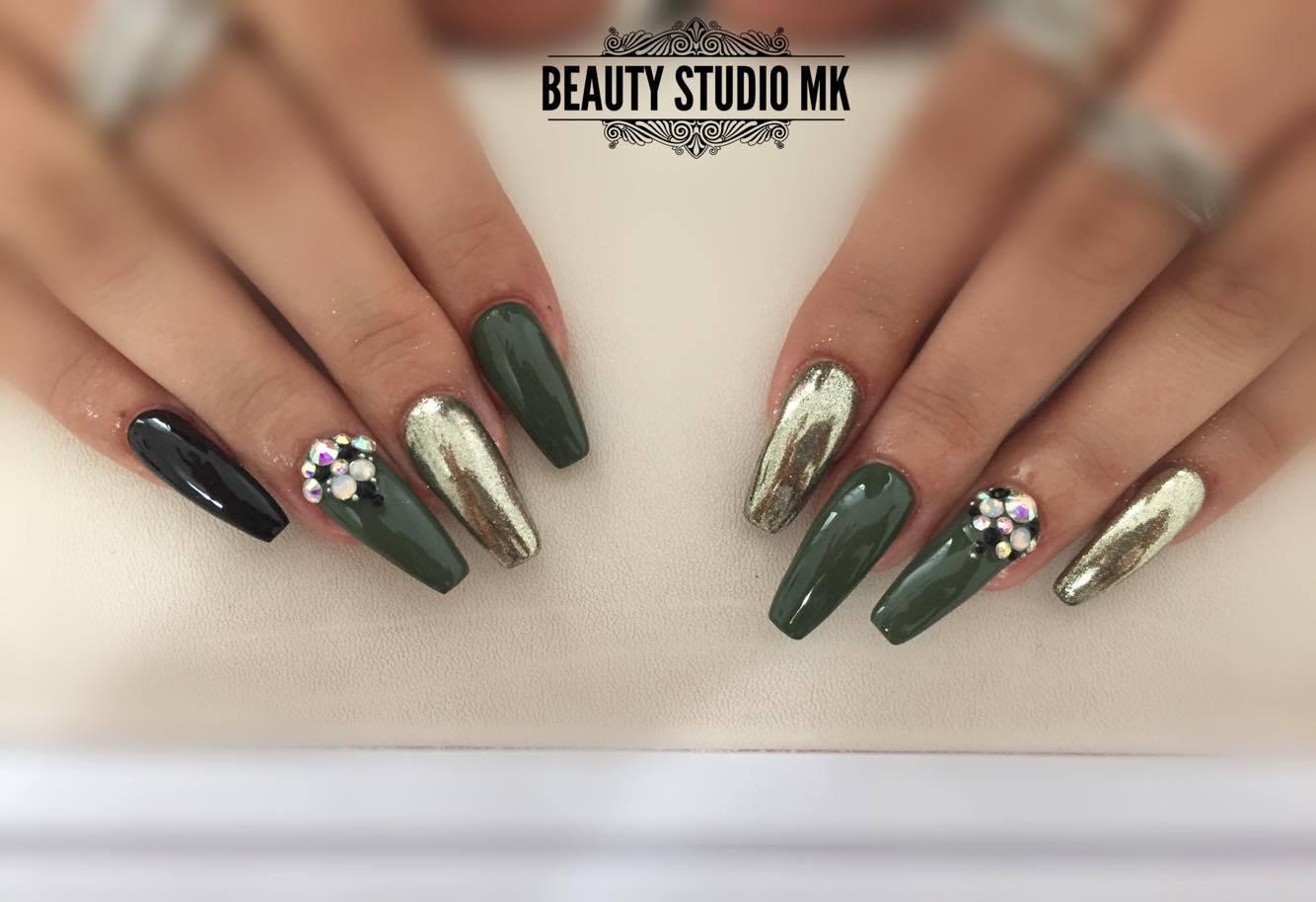 Gelove Nechty Modelovanie Gelovych Nechtov Nails Farebne Uv Gely Mihalnice Ardell D Nails Sk