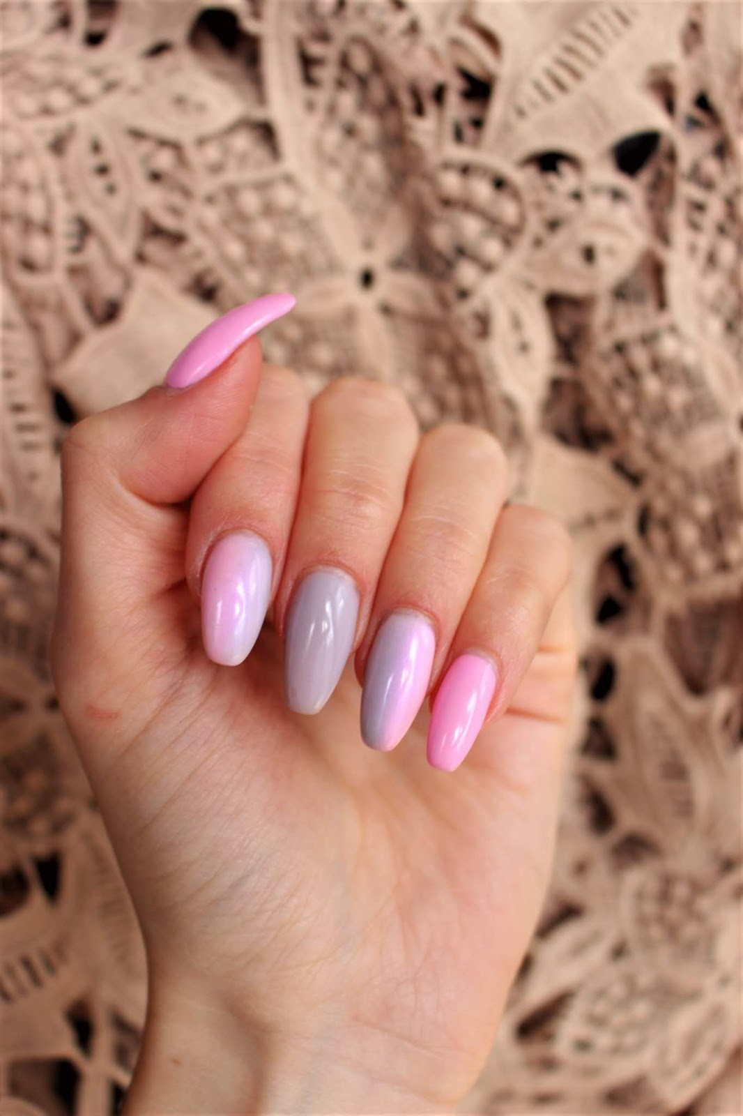 Sinnamona Soft Grey And Pink Ombre Nails