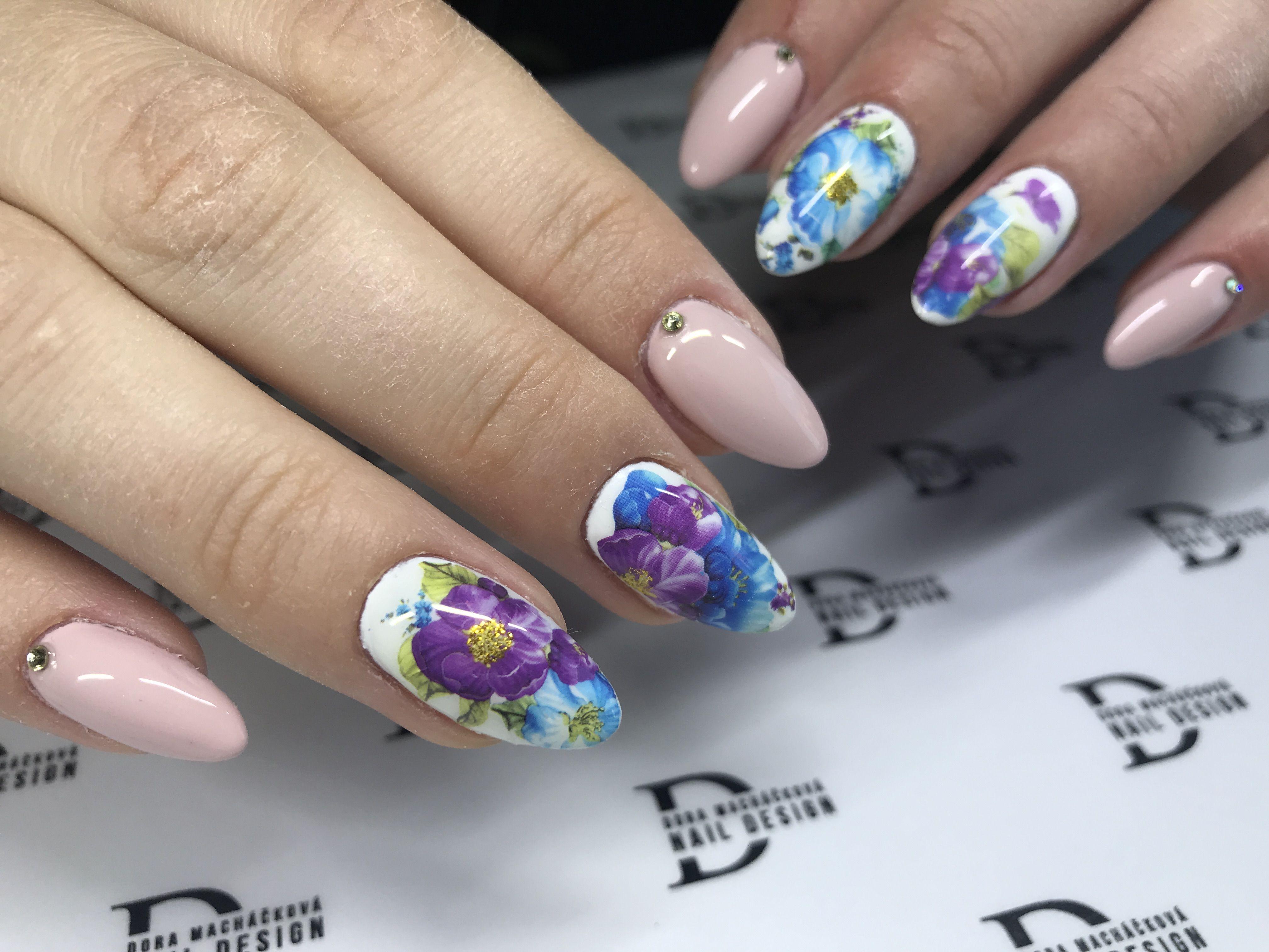 Pin Uzivatele Dora Machackova Na Nastence Nails Nails