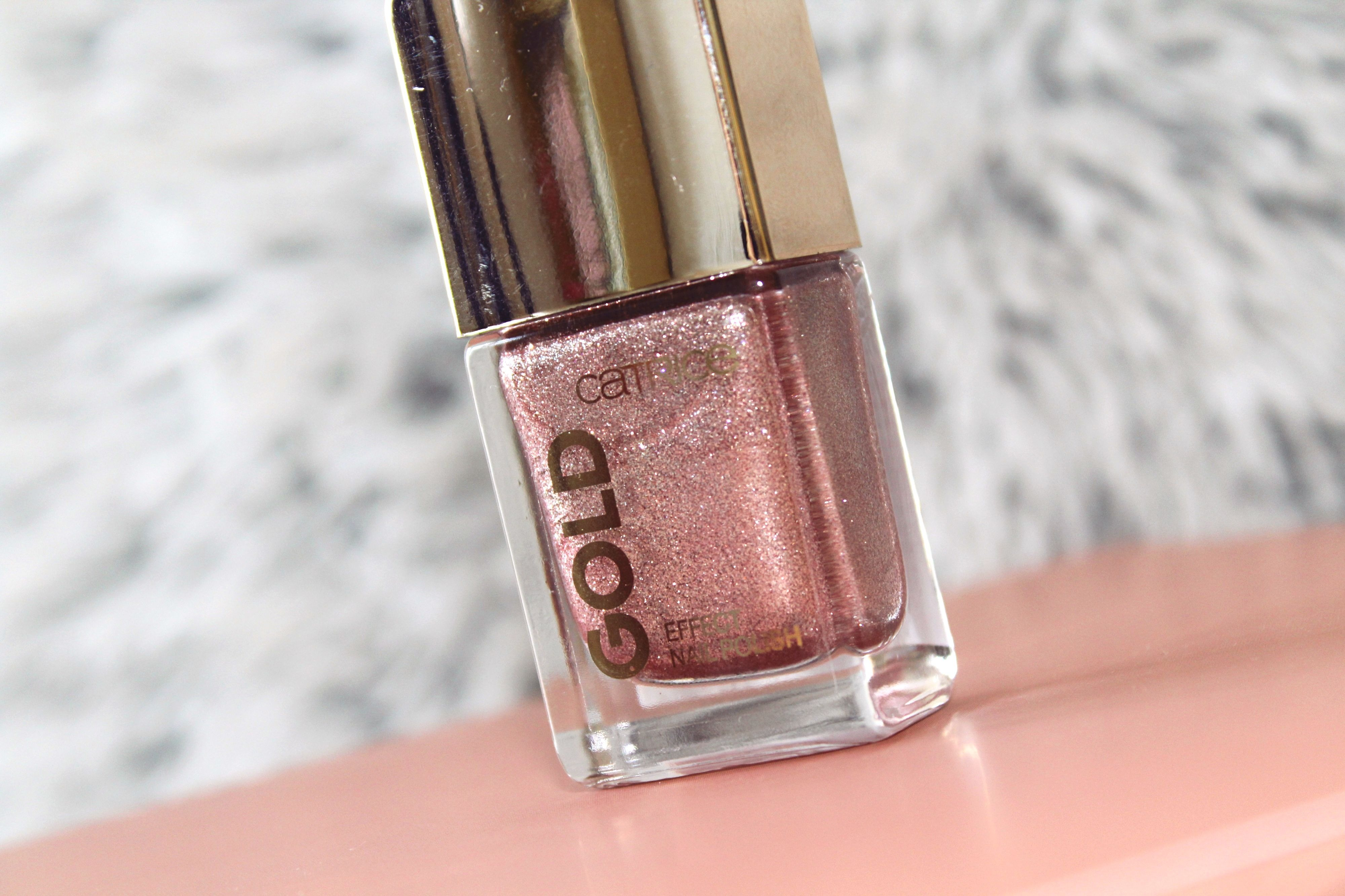 Catrice Gold Effect Nail Polish 02 Fascinating Grace Review Recenzija Simple Serenity