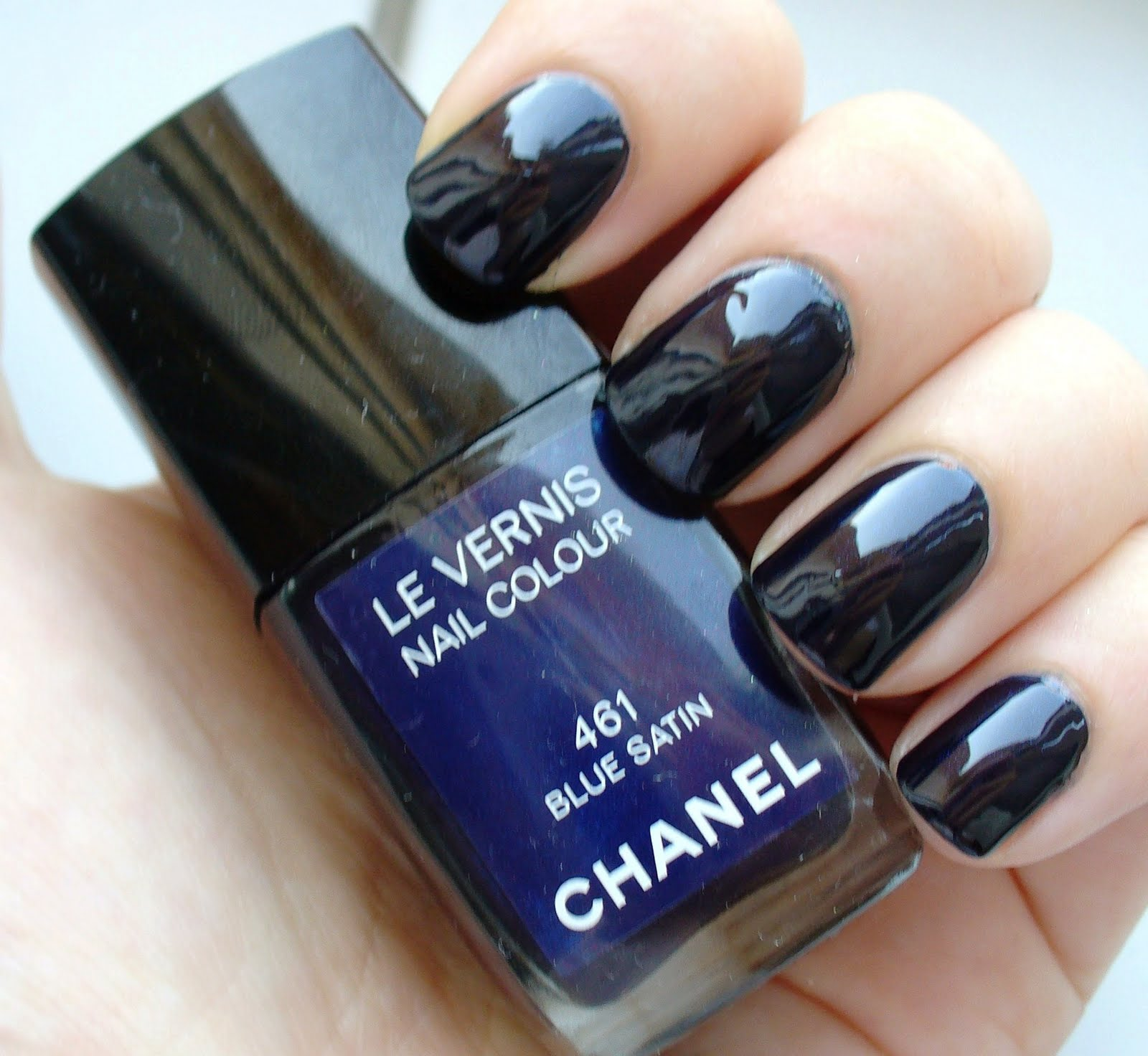 Day Loves Colours Chanel 461 Blue Satin