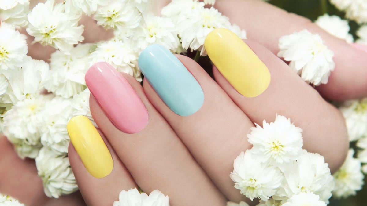 Trendy Nehty 2020 Kazdy Nehet Jinou Barvou Duha A Monochromaticke
