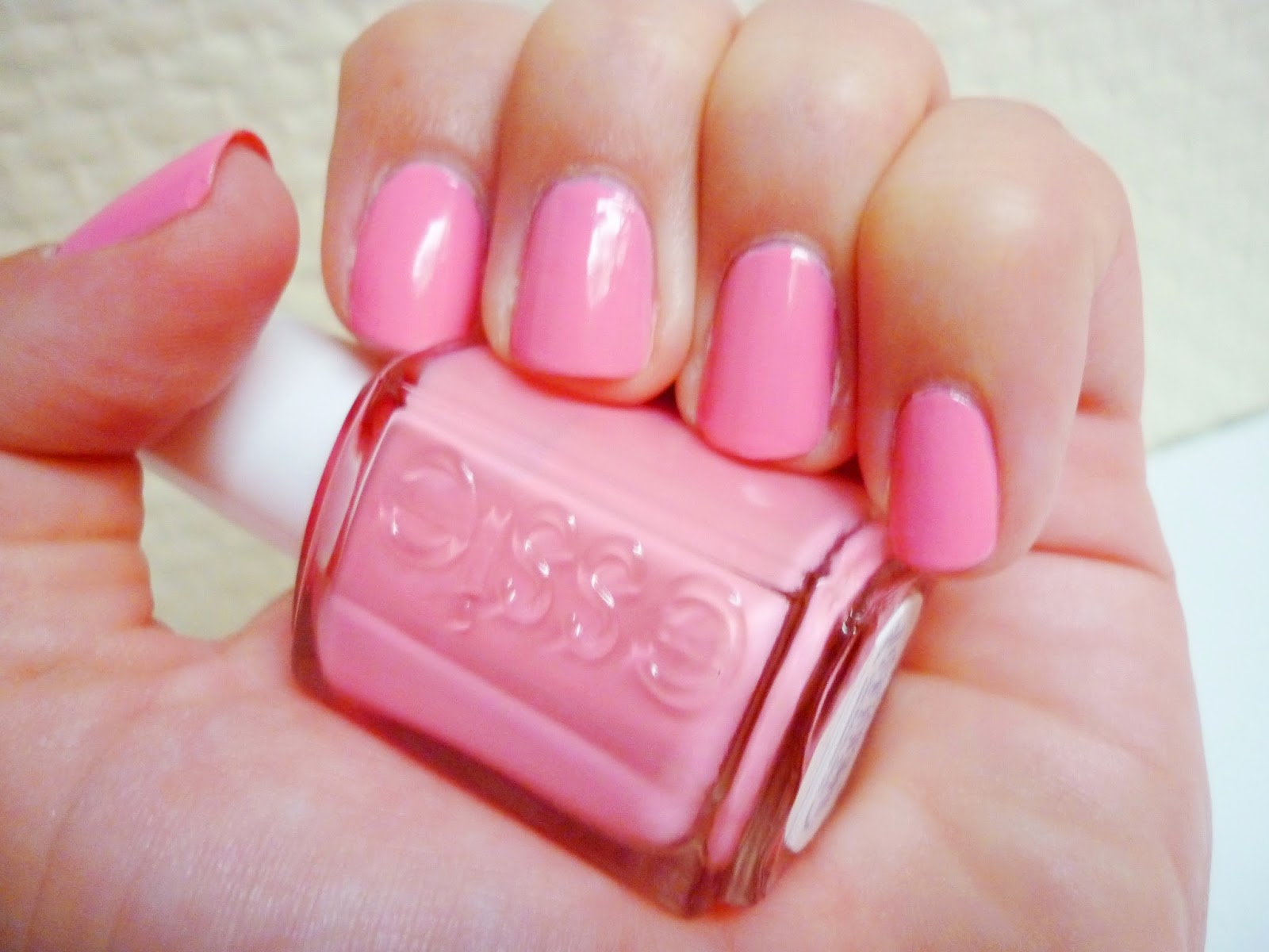 My Blond World Recenze Essie 475 Cast Away