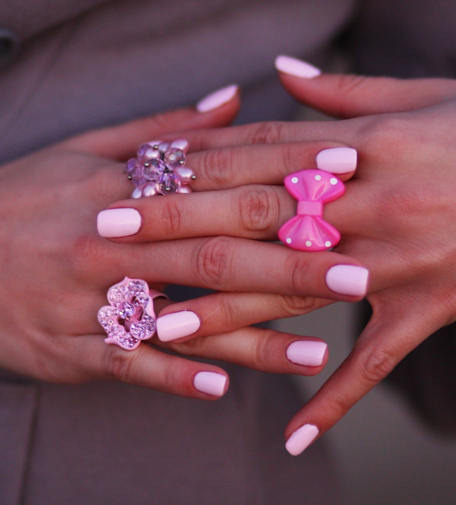 Joll Burr Cotton Candy Nails