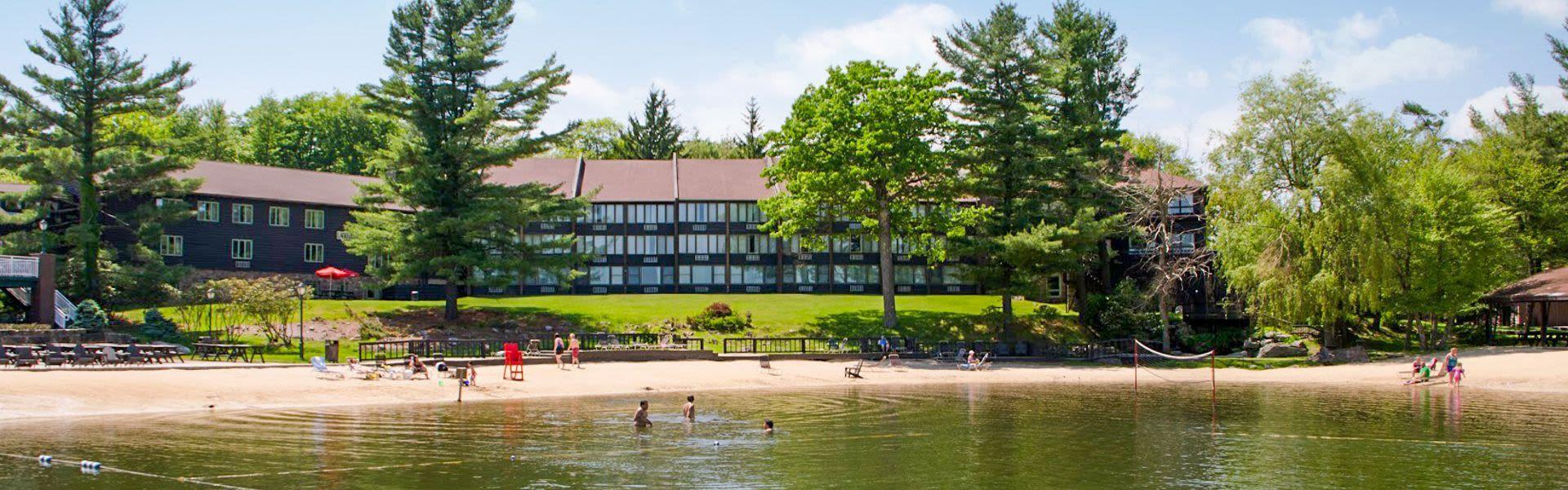 Split Rock Resort In Beautiful Lake Harmony Pennsylvania Embraces All The Ways Beauty Blended With Festivities Comes To B Poconos Resort Lake Harmony Poconos