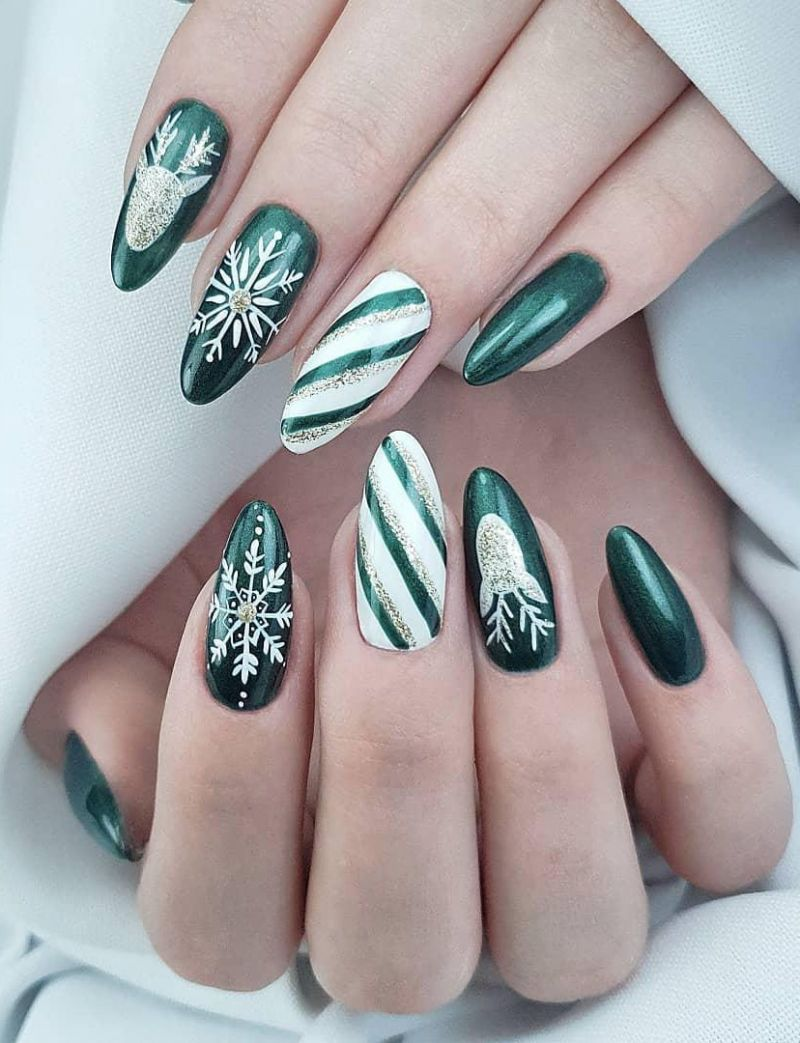 50 Beautiful Snowflake Nail Art Designs For Winter 2019 With Images Design Nehtu Vanocni Nehty Gelove Nehty