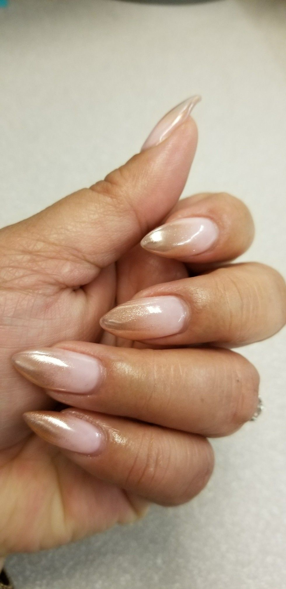 Rose Gold Ombre Nails With Images Gelove Nehty Nehty Krasne Nehty