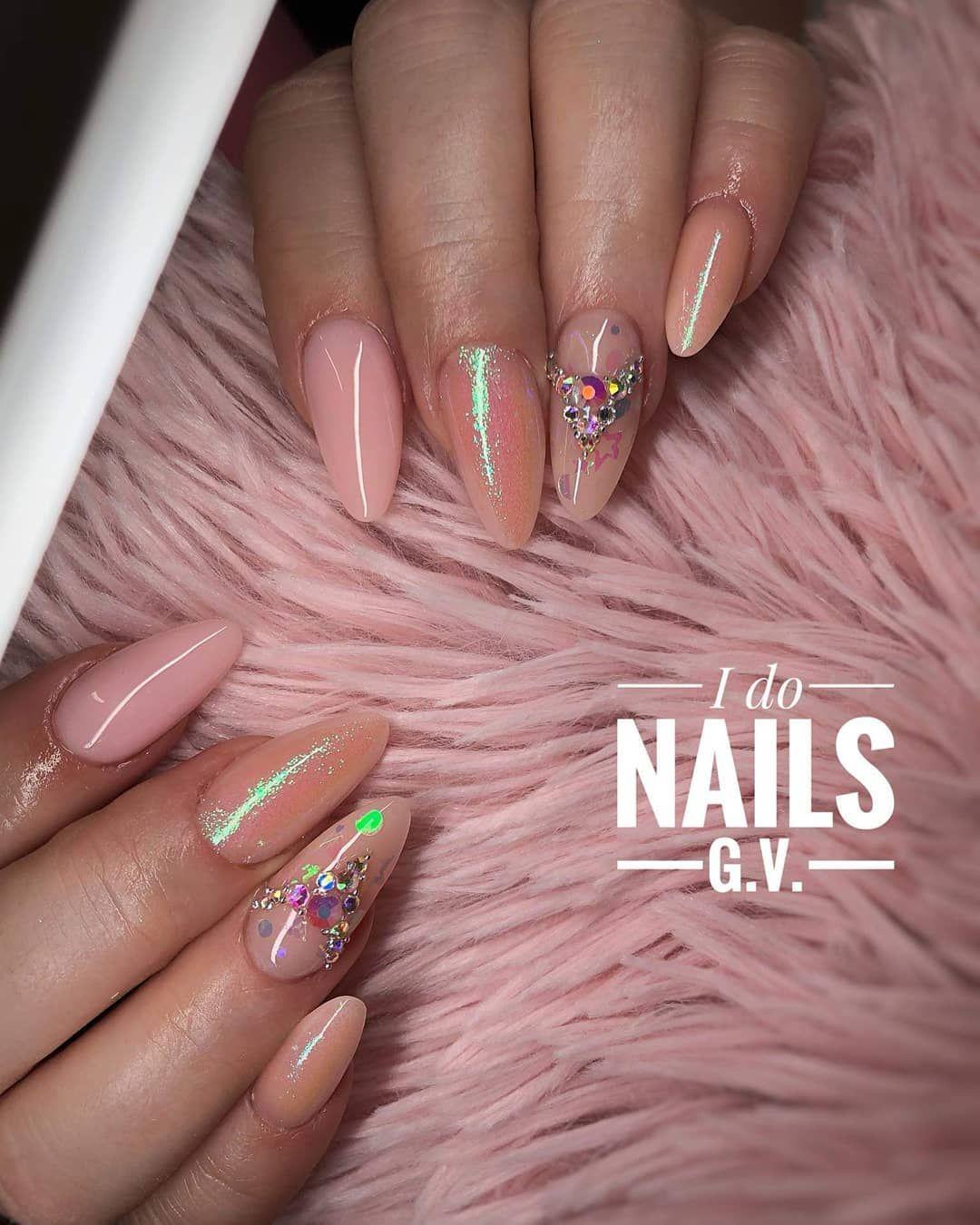 Luxusni Mlecne Nehty S Narural Pink Pro Trpytky Na Zalesteni Doporucim Fingers Glitters Green Gelove Nehty Gabriielaa Pinknails Pinknailsc Nails Beauty