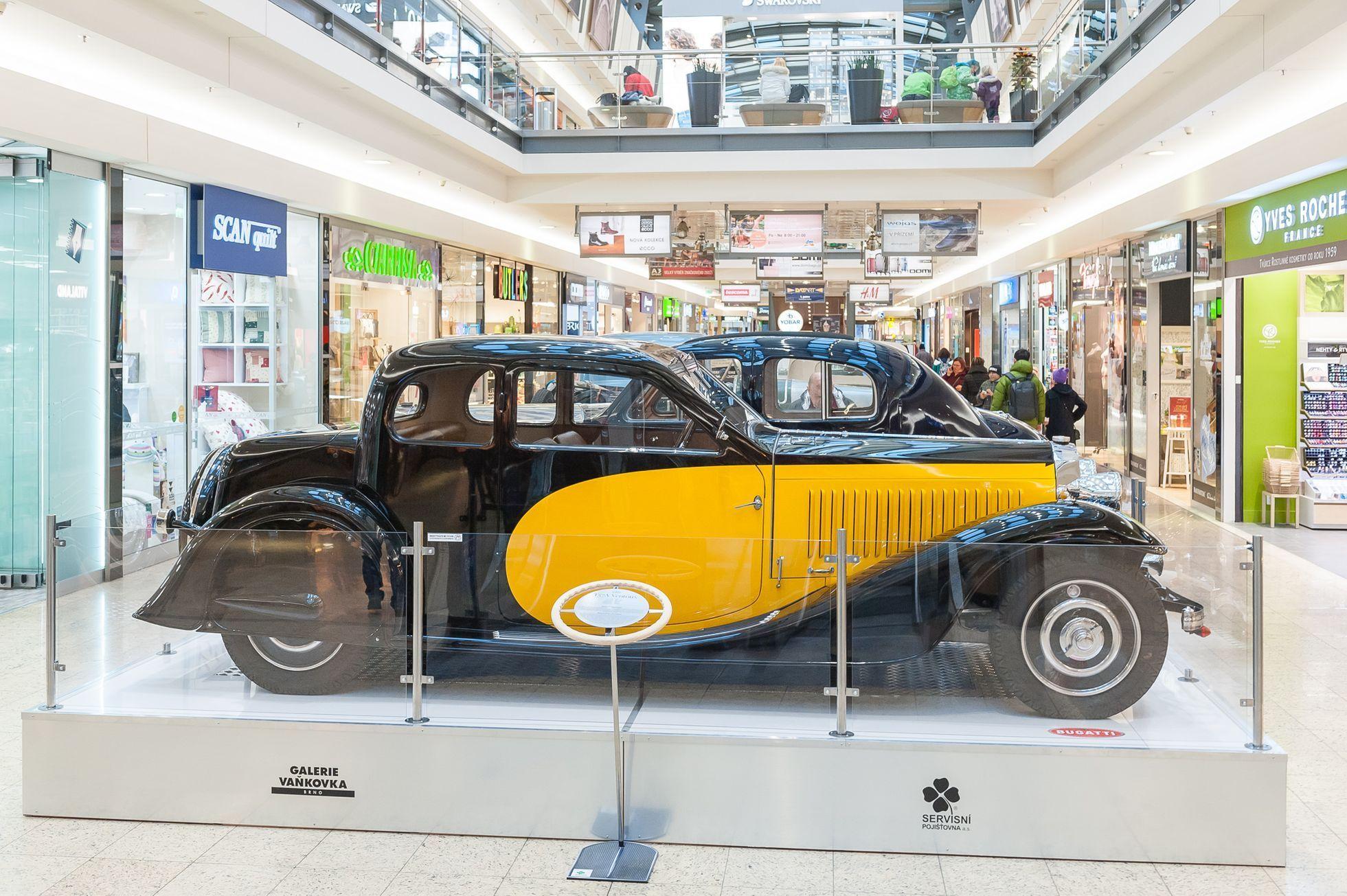 V Brne Parkuje Osmnact Bugatti Na Vystave Slavne Automobilky Jsou K Videni Skvosty Aktualne Cz