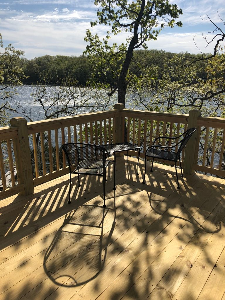 Low Weekday Rates Lakefront Cottage Close To Everything Sleeps 8 Village Of Four Seasons