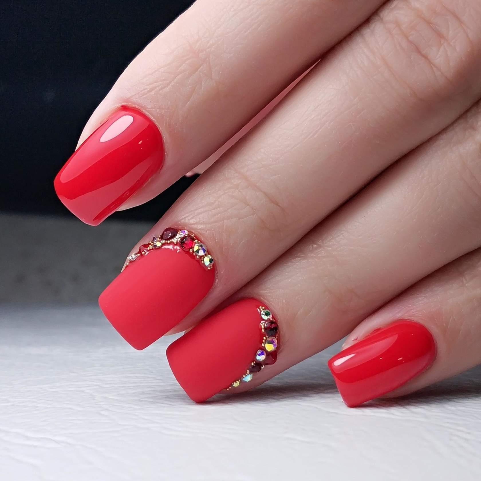 Modny Dizajn Cervenej Manikury Pre Kratke Nechty 2020 Confetissimo Blog Pre Zeny