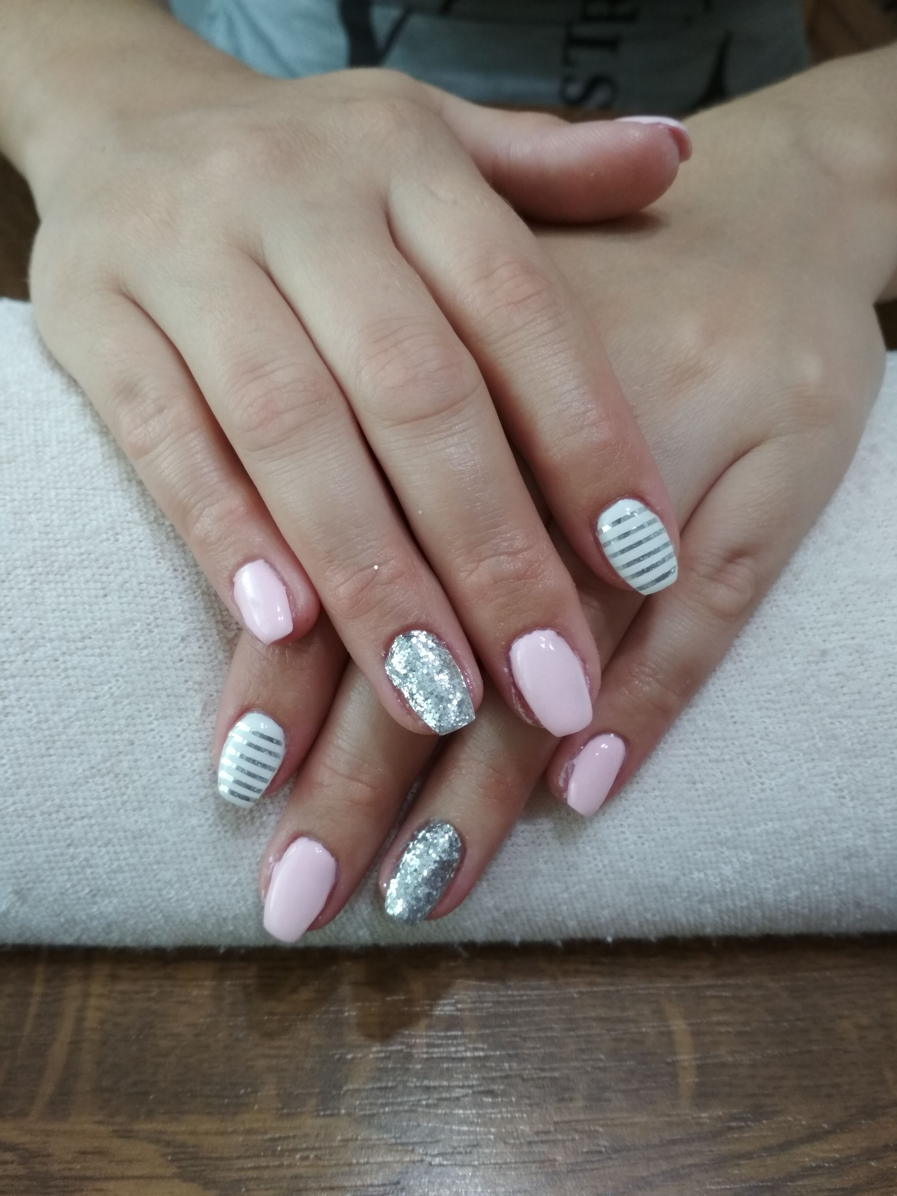 Pink And White Gel Silver Glitter Nad Silver Stripes Nehty Gelove Nehty