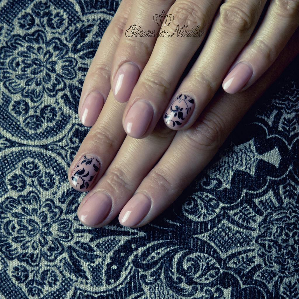 Nude Nyomdazott Gel Lakk Korom Female Hands Nails With Be Flickr