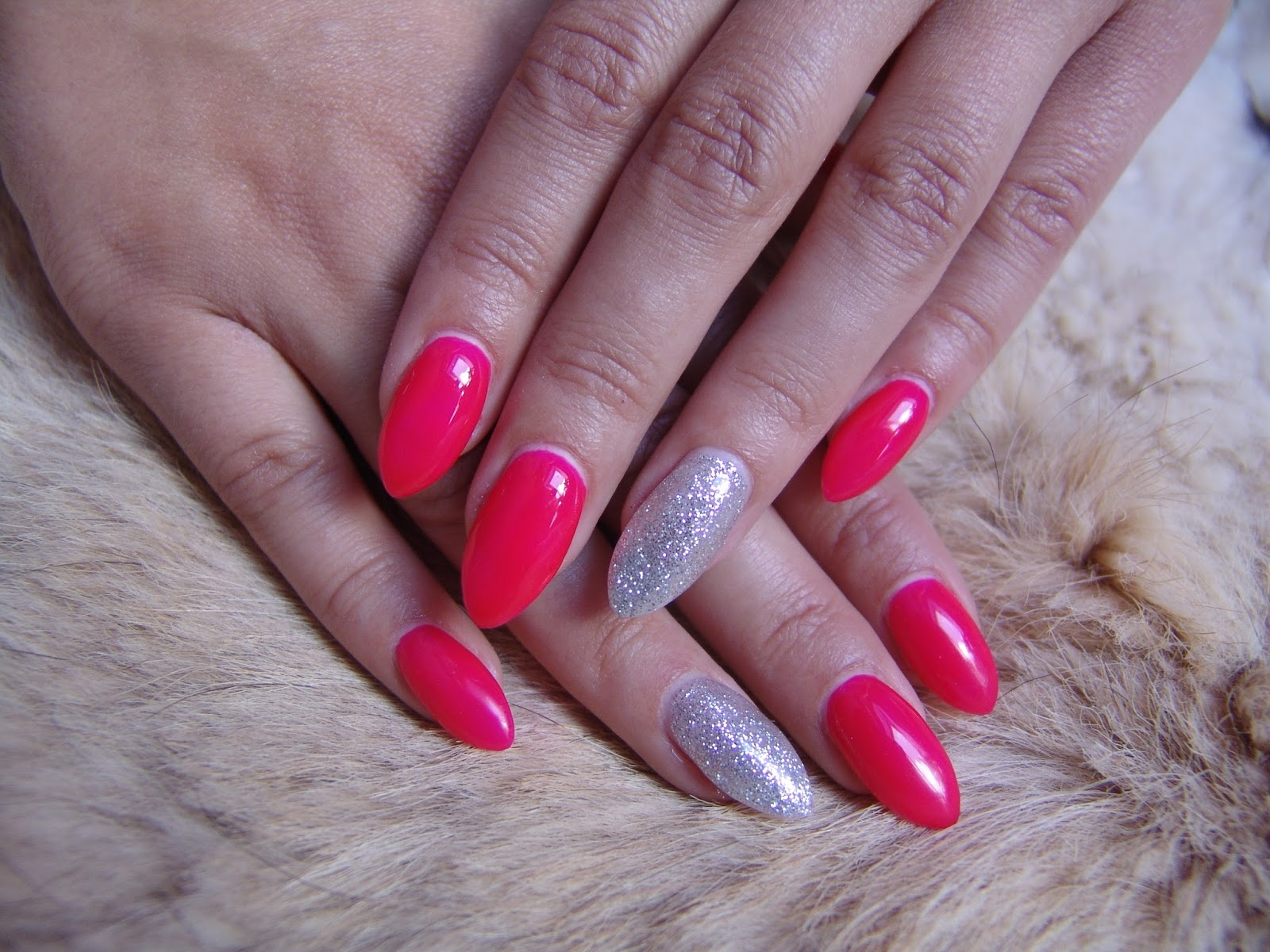 Angelina Beauty Blogger Nails Neon Pink Silver Glitter