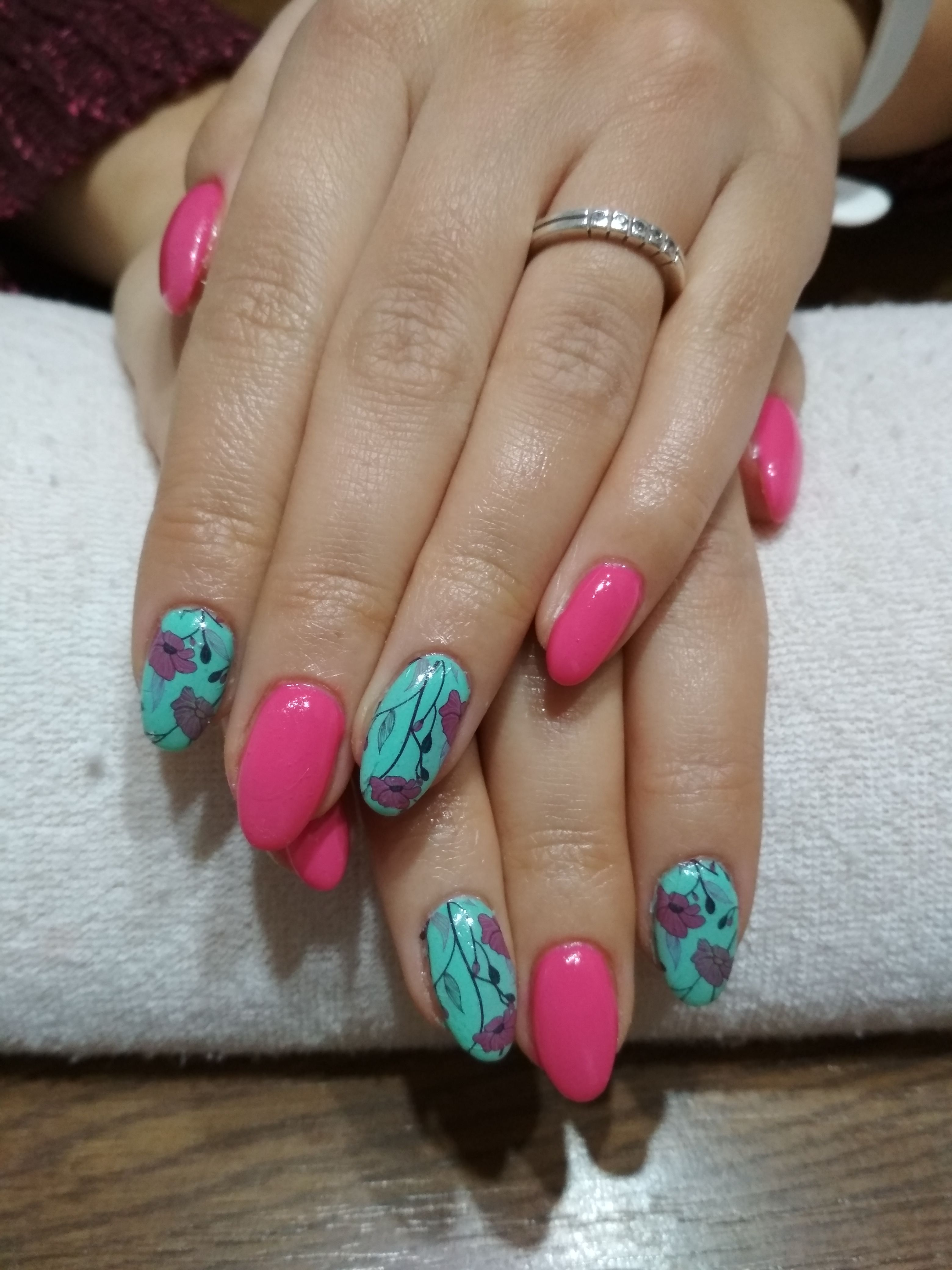 Spring Nails Pink And Green Gel And Pink Flowers Nehty Gelove Nehty