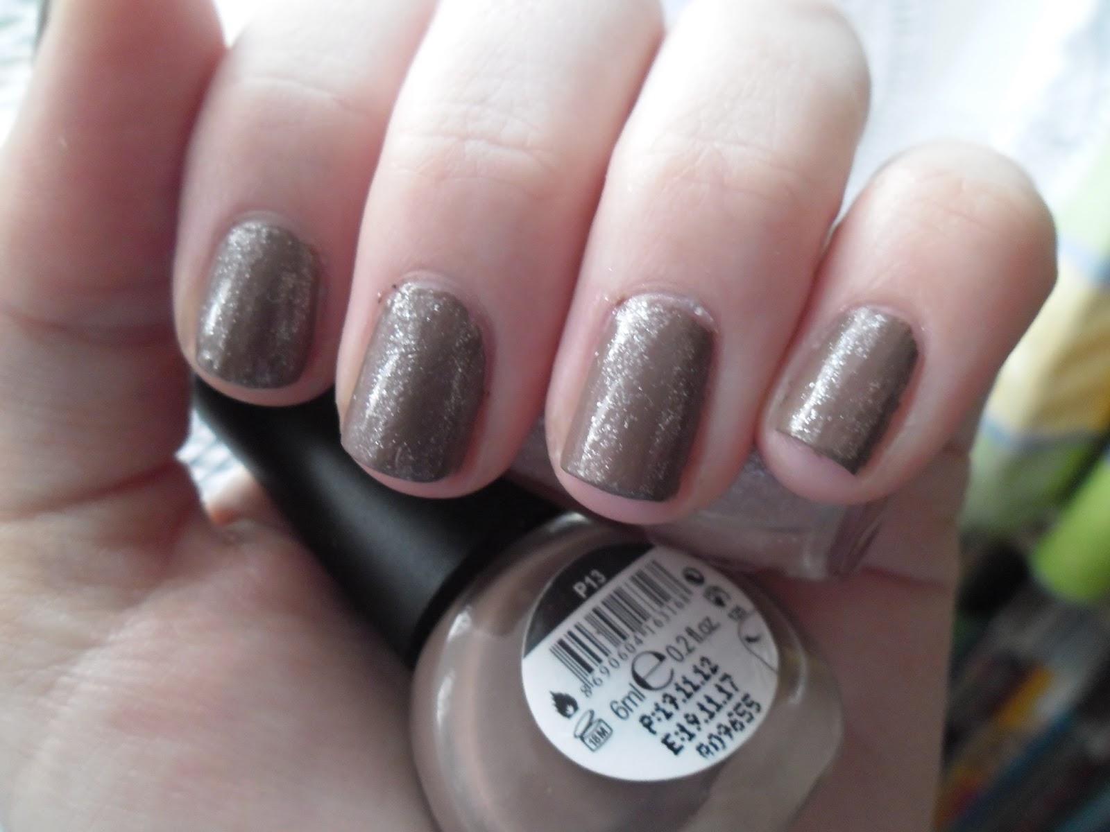 Zdenka Skodova Brown White Shimmer Nehty