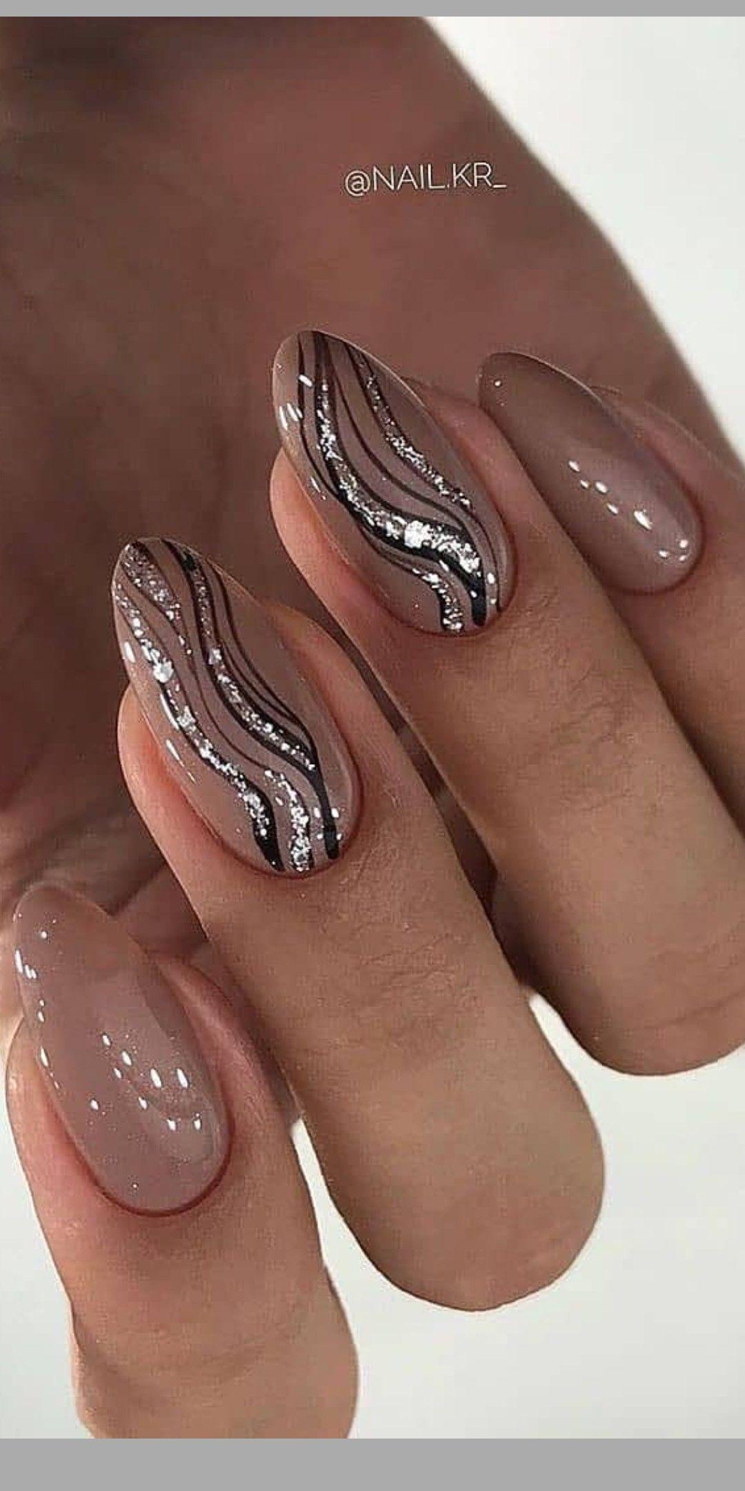 Pin By Ewuss On Nails In 2020 Kratke Nehty Cervene Nehty Gelove Nehty