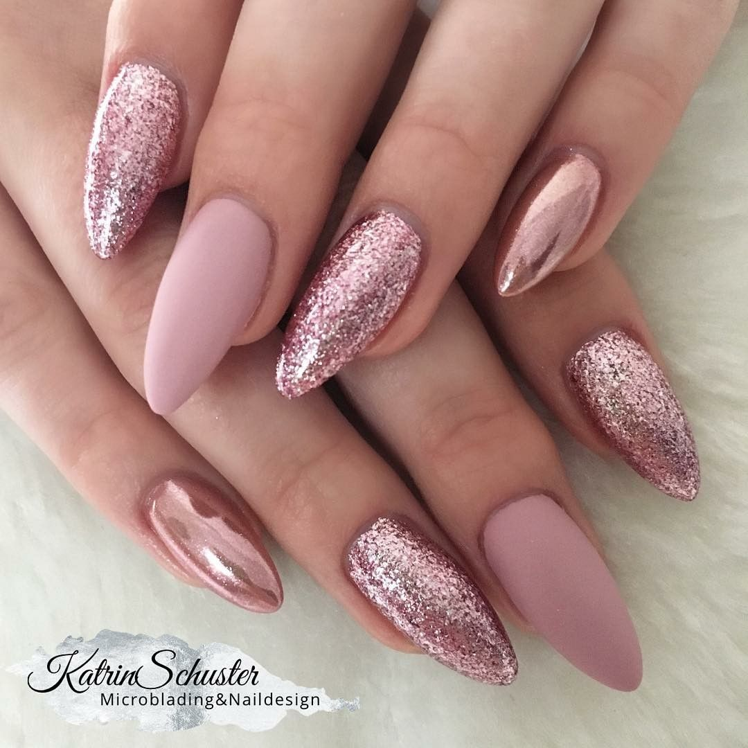 Pink And Shiny Nails In 2020 Gelove Nehty Nehet Nehty