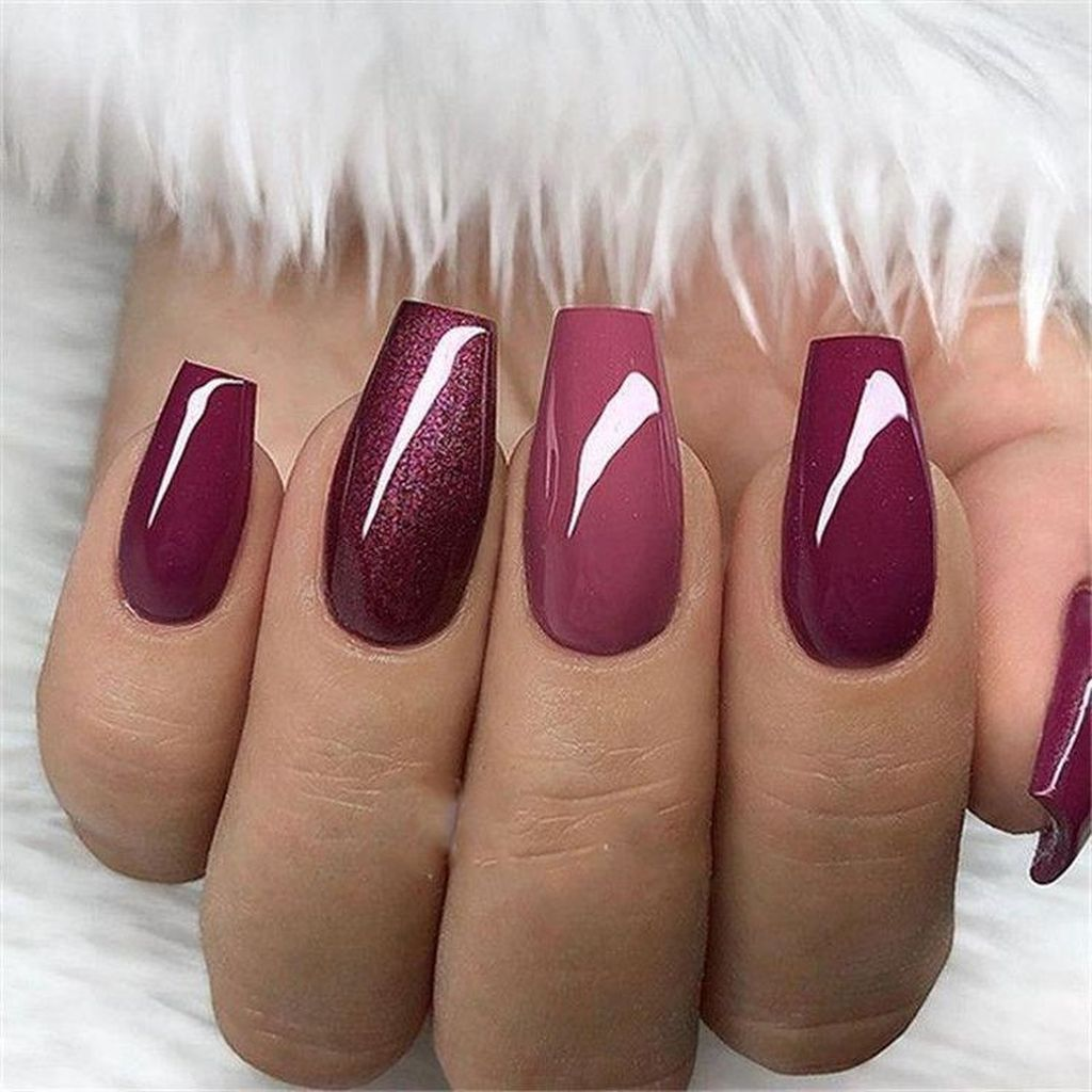 35 Elegant Glitter Nail Designs That Look Edgy And Chic For Women Bezove Nehty Gelove Nehty Design Nehtu