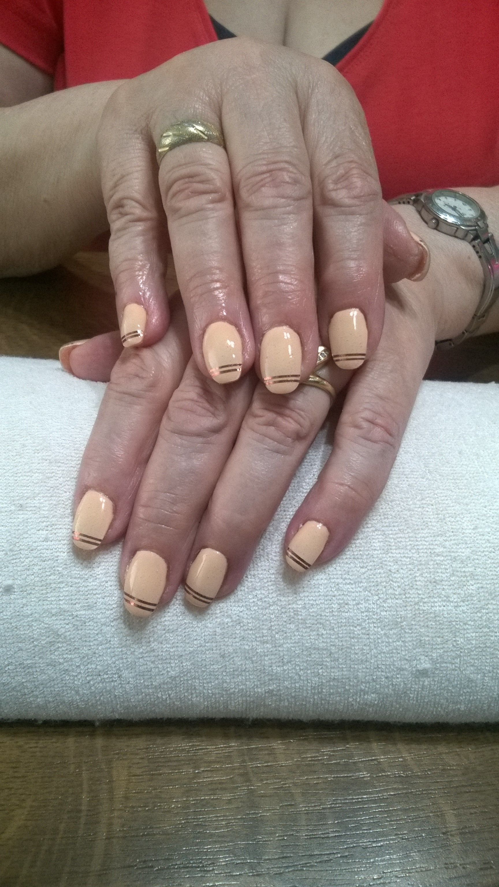Beige Gel Gold Stripes Gelove Nehty Nehty