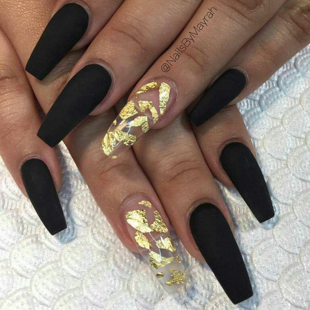 Riityeyayeѕt Dppd Acrylicnailsglitter Black And Gold Nails In 2020 Nehty Manikura