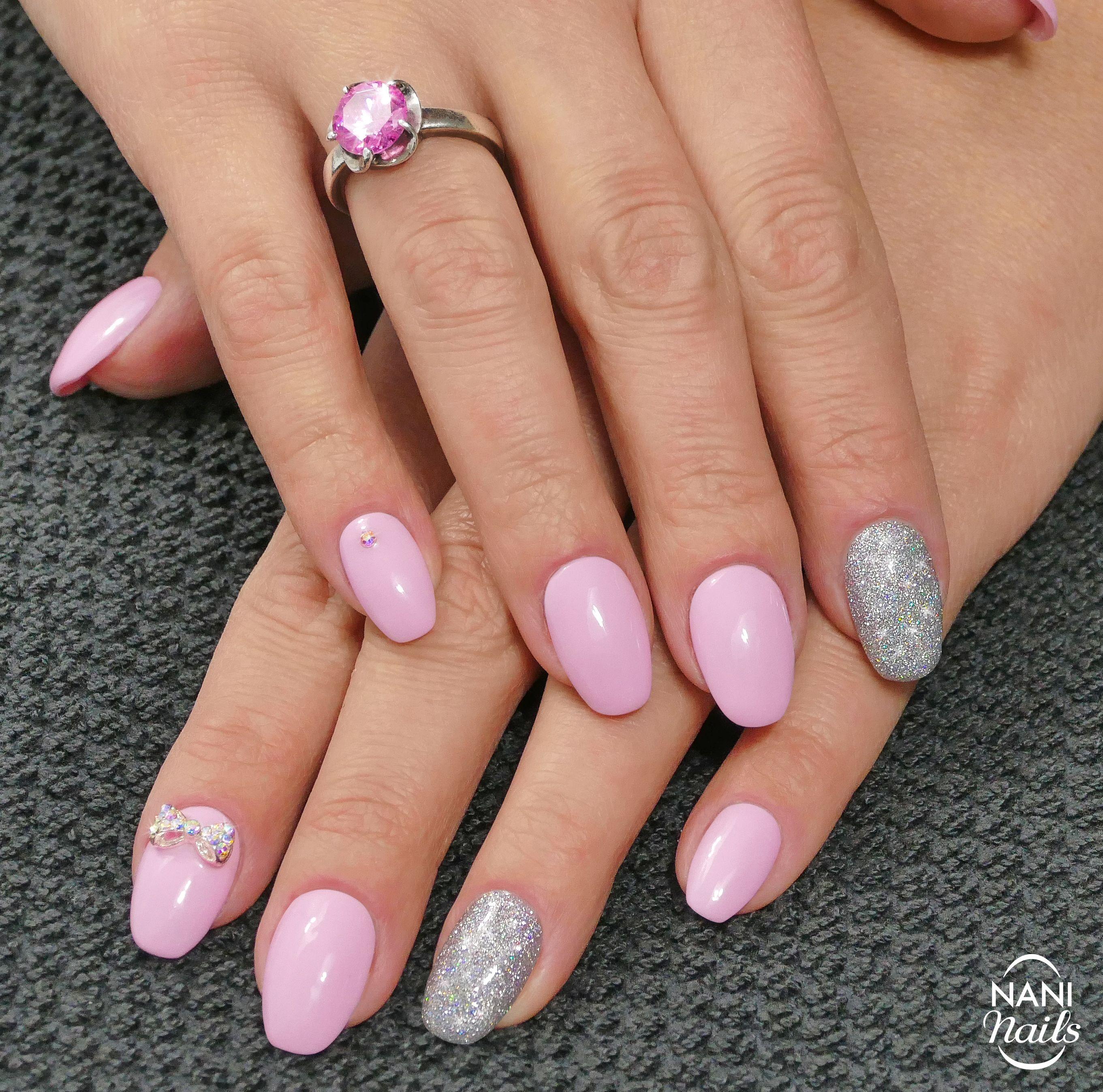 Manikura Jako Pro Panenku Nebo Treba Idealni Na Ples Nemam Pravdu Gelnails Nails Glitter Prom Nailart Nanina Vzory Pro Zdobeni Nehtu Nail Art Nehet